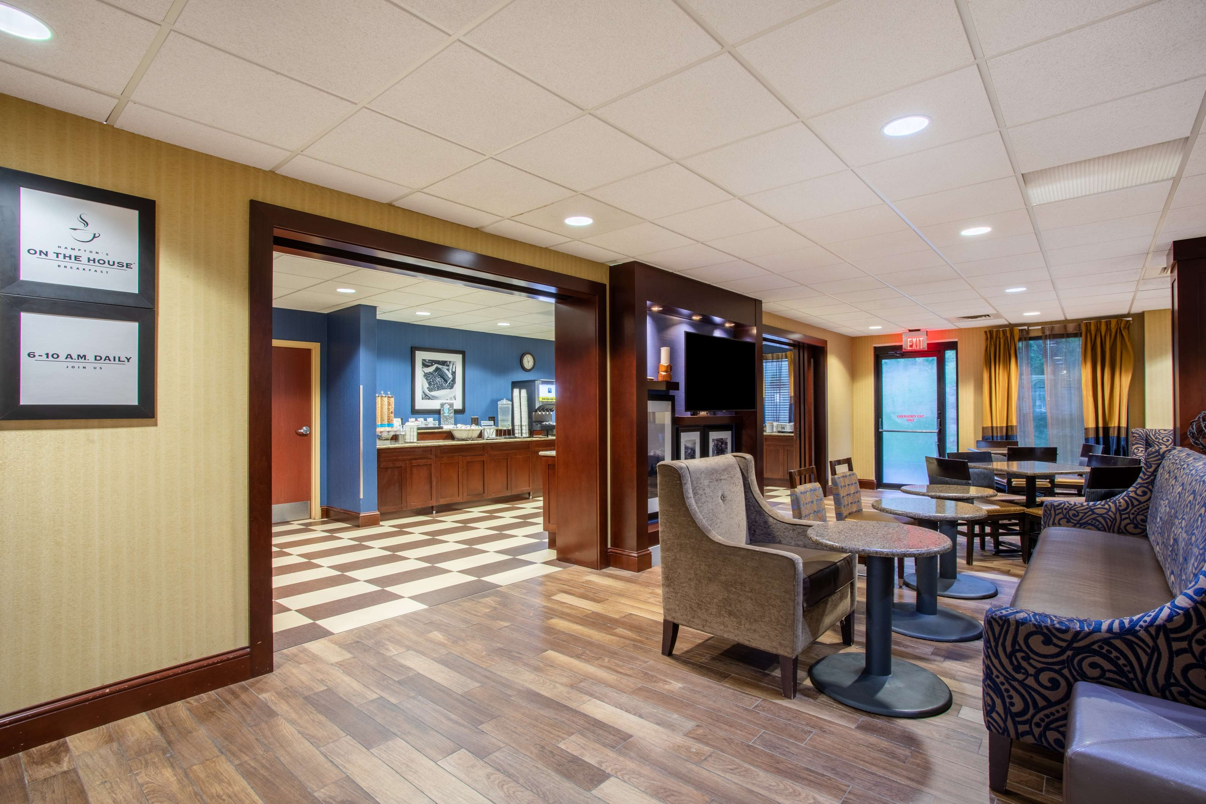 Hampton Inn Fishkill image 11
