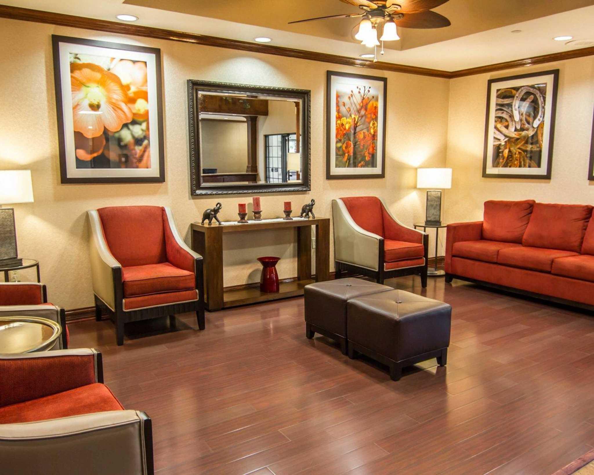 Comfort Suites Marshall image 10