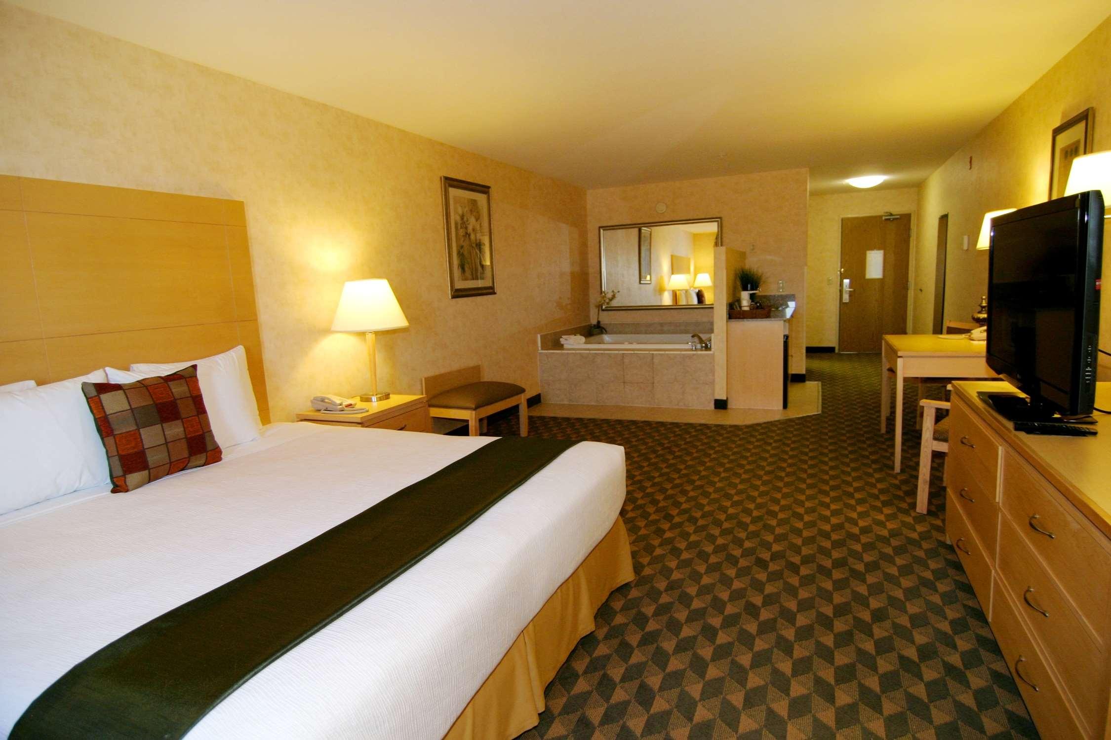 Best Western Plus North Las Vegas Inn & Suites image 7