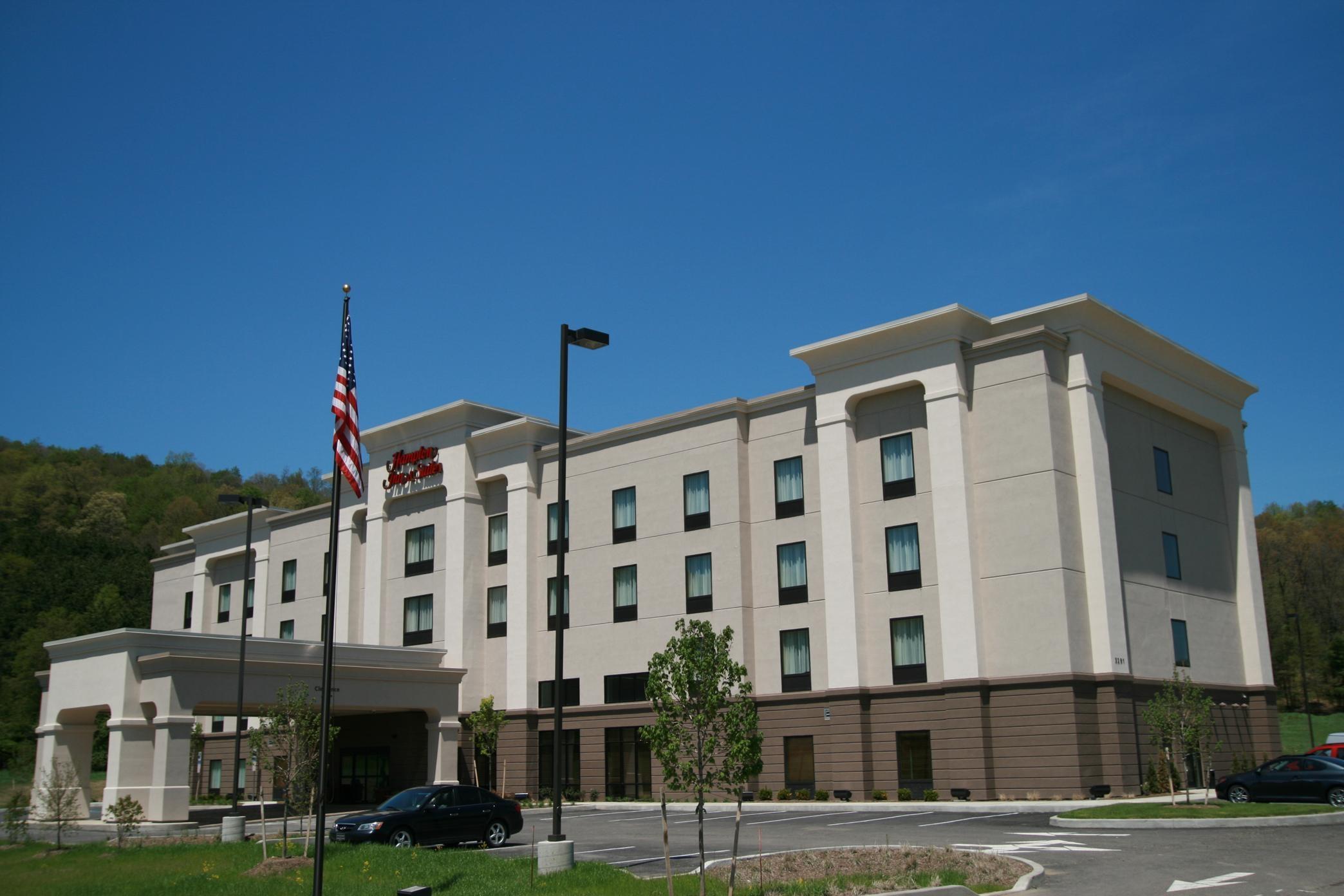 Hampton Inn & Suites Warren image 10