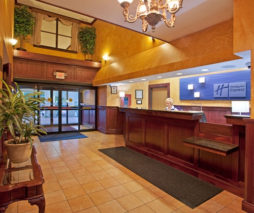 Holiday Inn Express Pittsburgh-North (Harmarville) image 3
