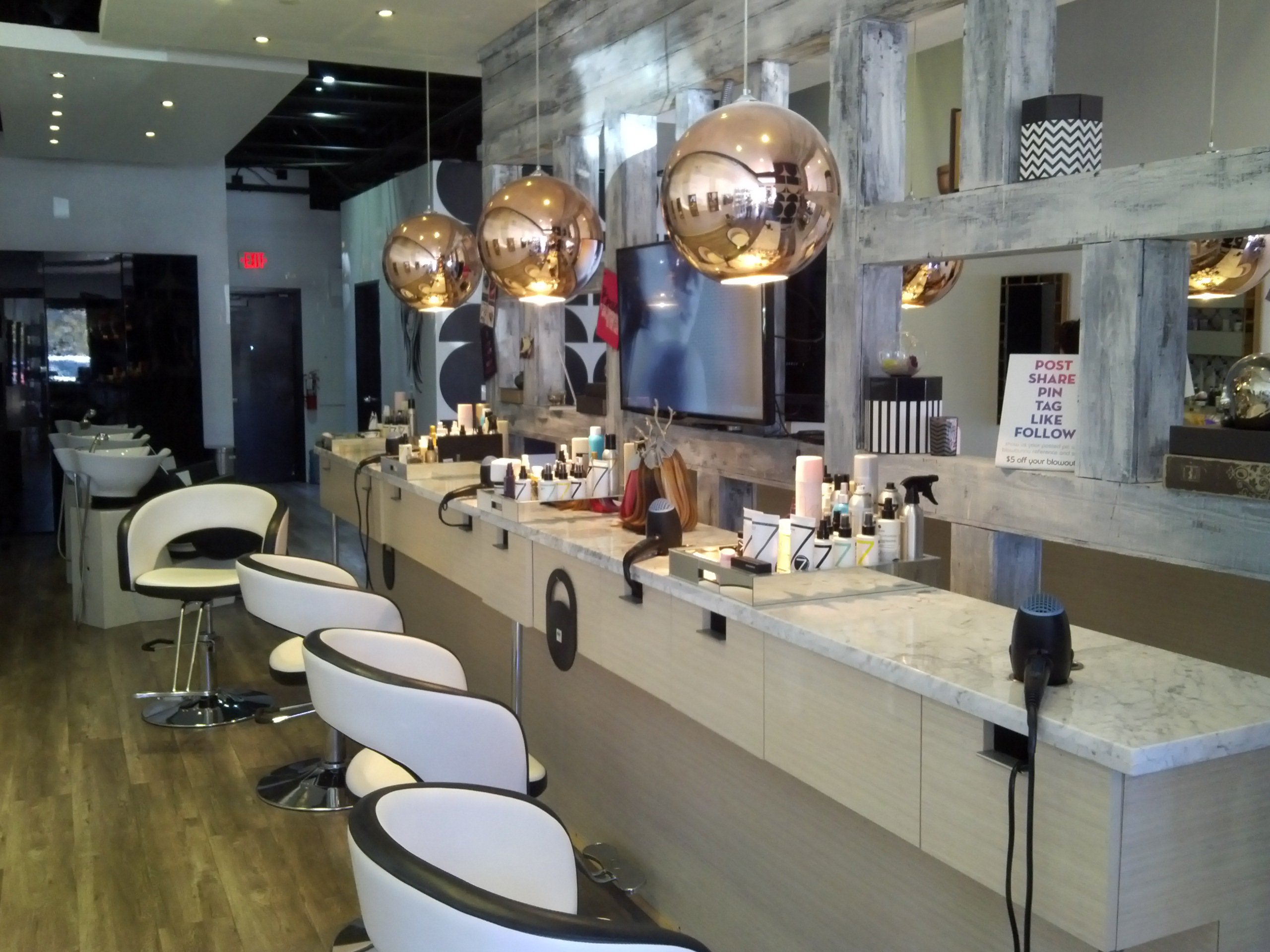 Blowbunny: Blow Dry & Hair Extension Bar image 1