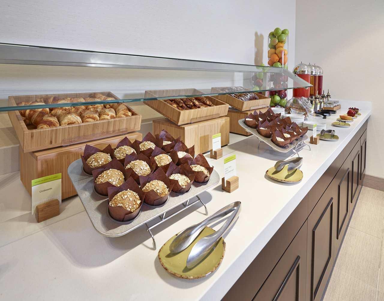 DoubleTree by Hilton Hotel West Edmonton in Edmonton: DoubleTree wakeup breakfast