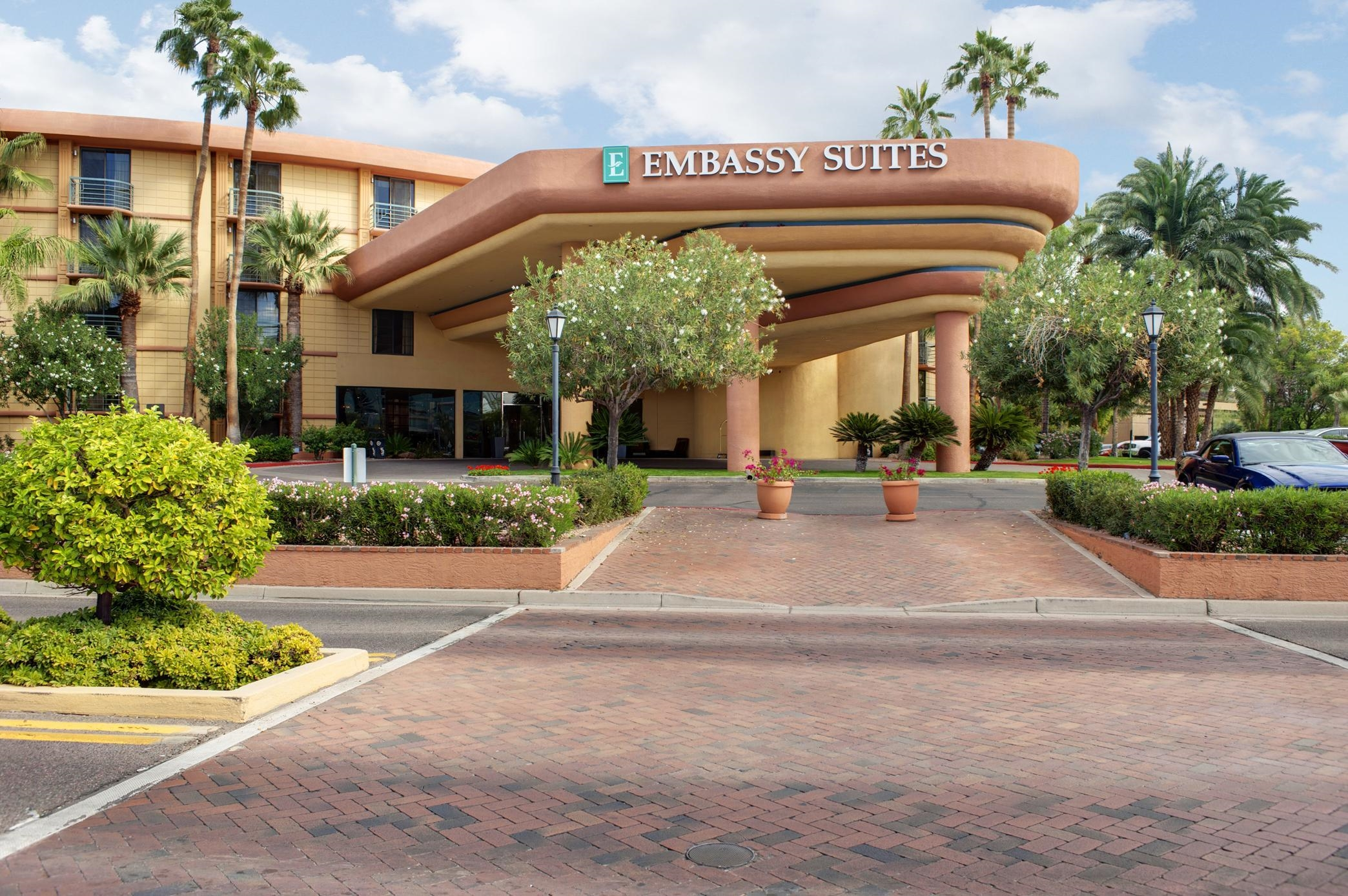 embassy suites by hilton phoenix biltmore 2630 east. Black Bedroom Furniture Sets. Home Design Ideas