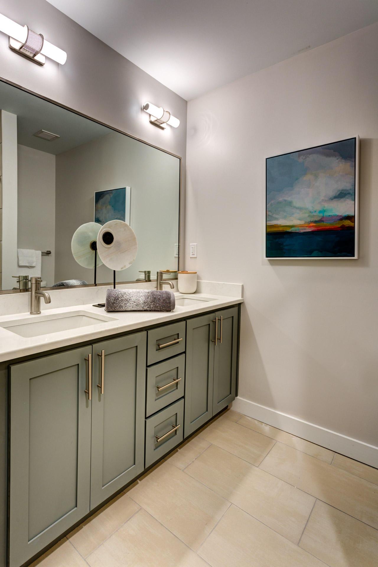 Icon Norfolk Apartments image 2