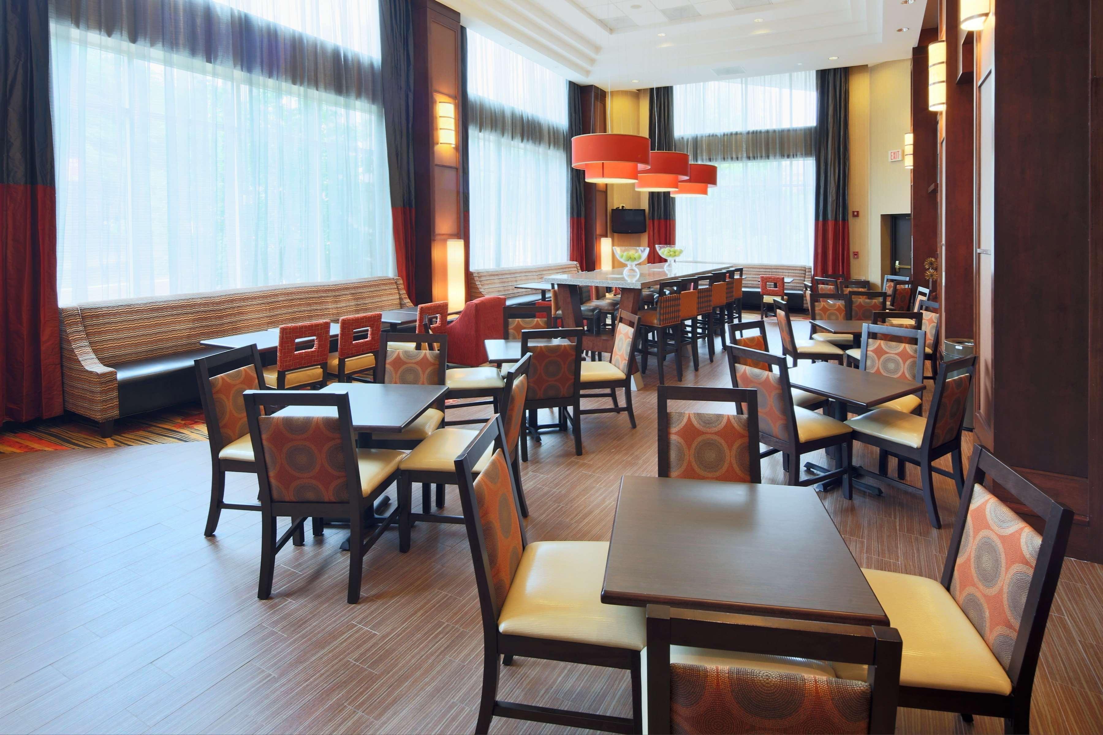 Hampton Inn & Suites Reagan National Airport image 3