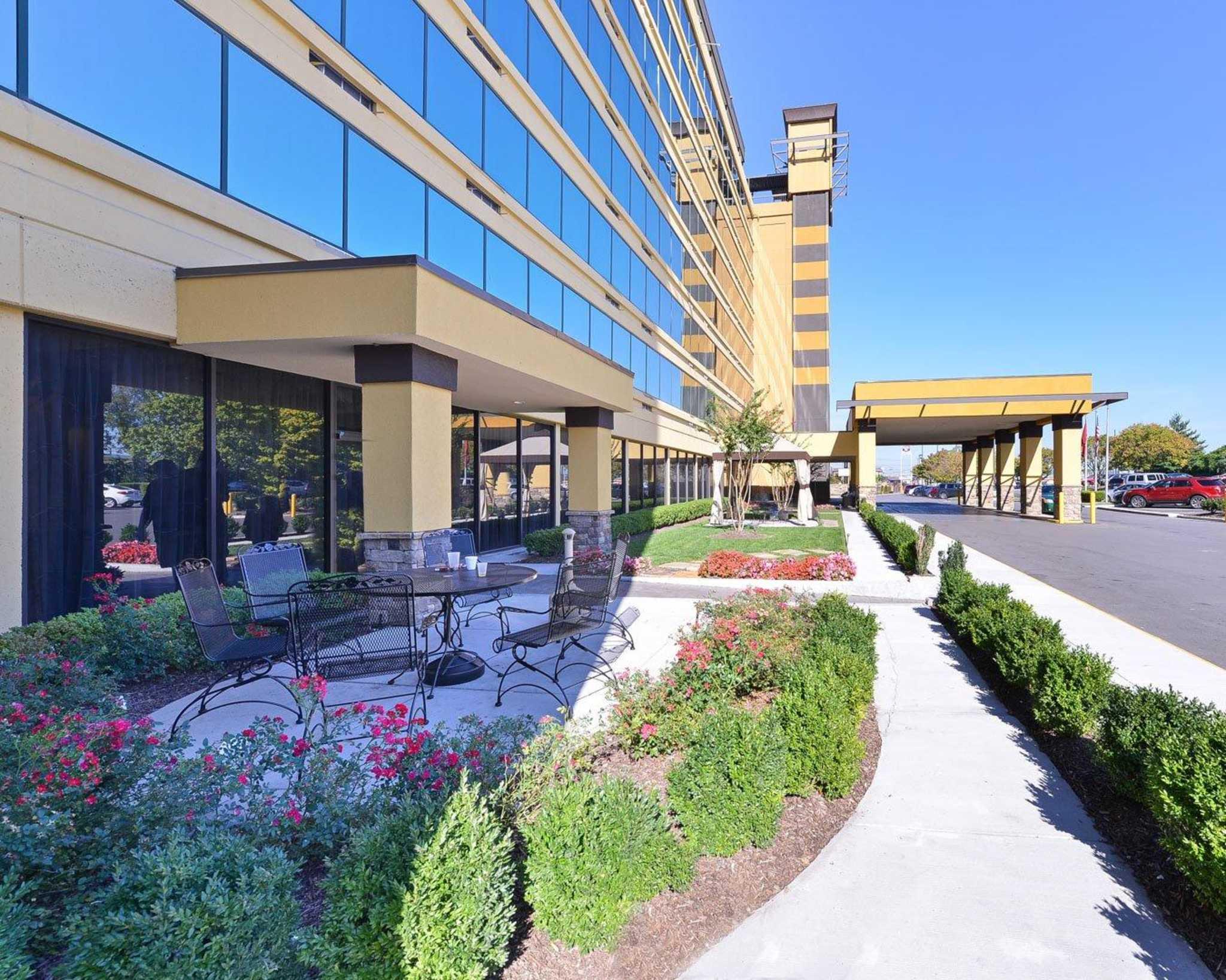 Clarion Hotel Nashville Downtown - Stadium in Nashville, TN - (623) 209-7...
