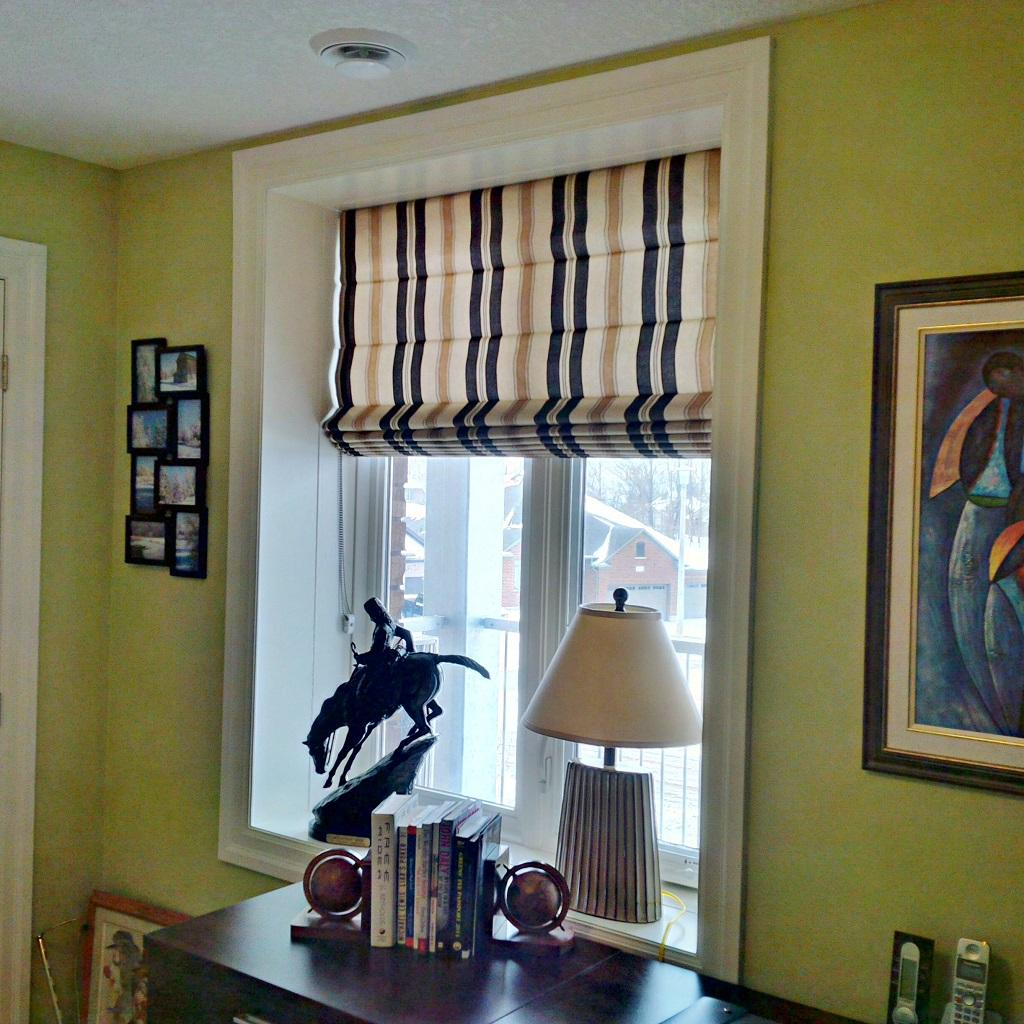 Budget Blinds à Waterloo: There something about a vertical stripe that just always seems to work on a roman shade.