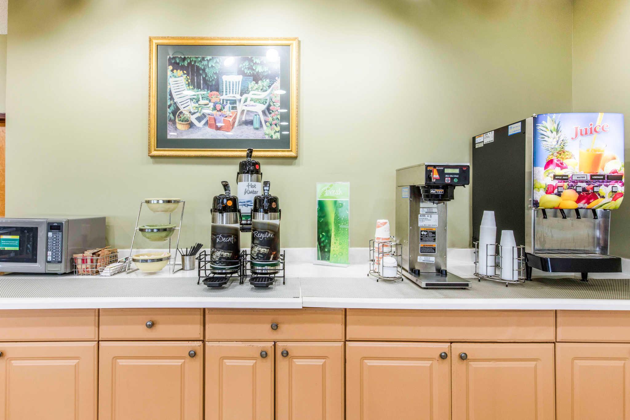 Quality Inn & Suites Jackson Int'l Airport image 24