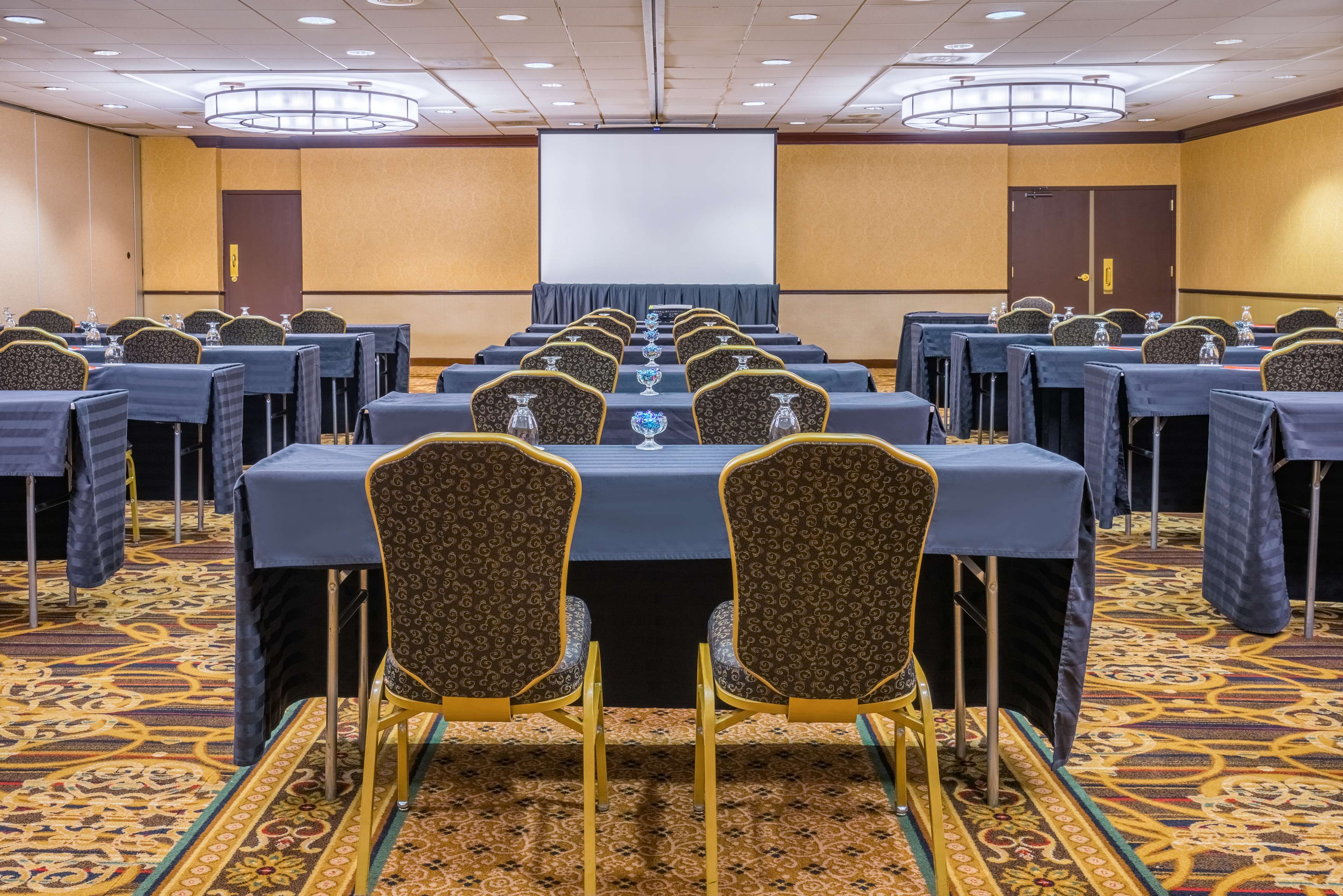 DoubleTree by Hilton McLean Tysons image 32
