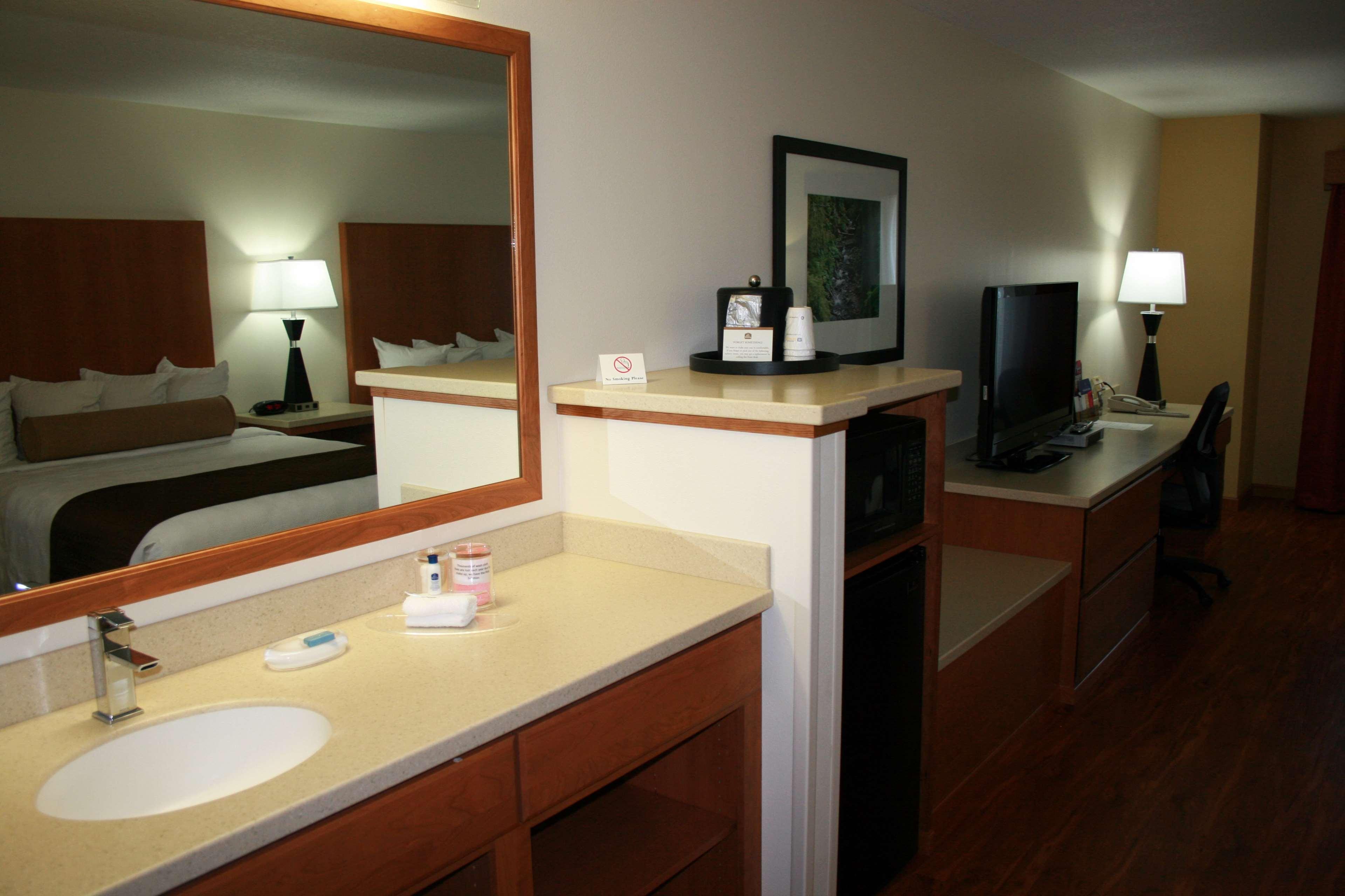 Best Western Plus Park Place Inn & Suites image 20