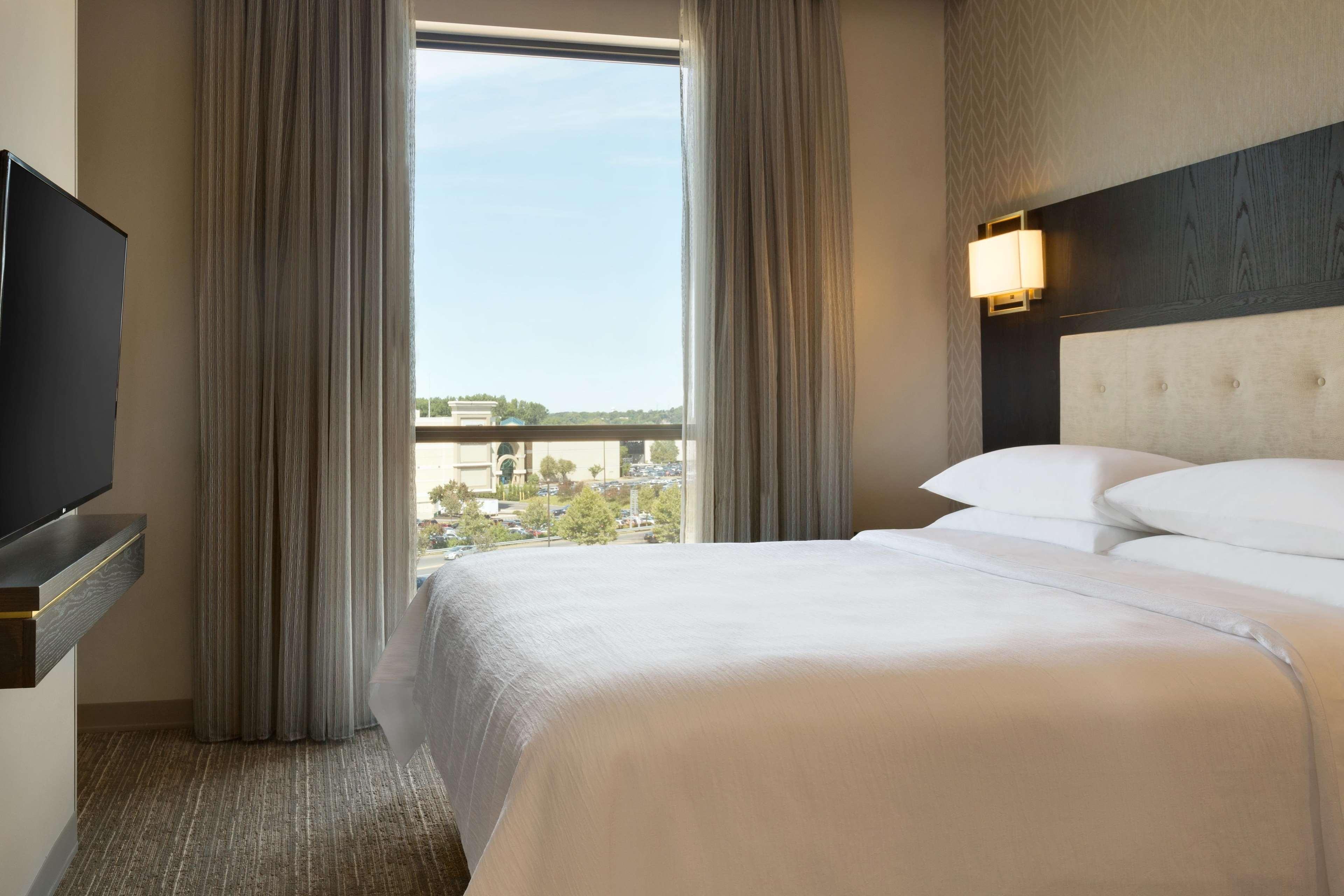 Embassy Suites by Hilton Syracuse Destiny USA image 0