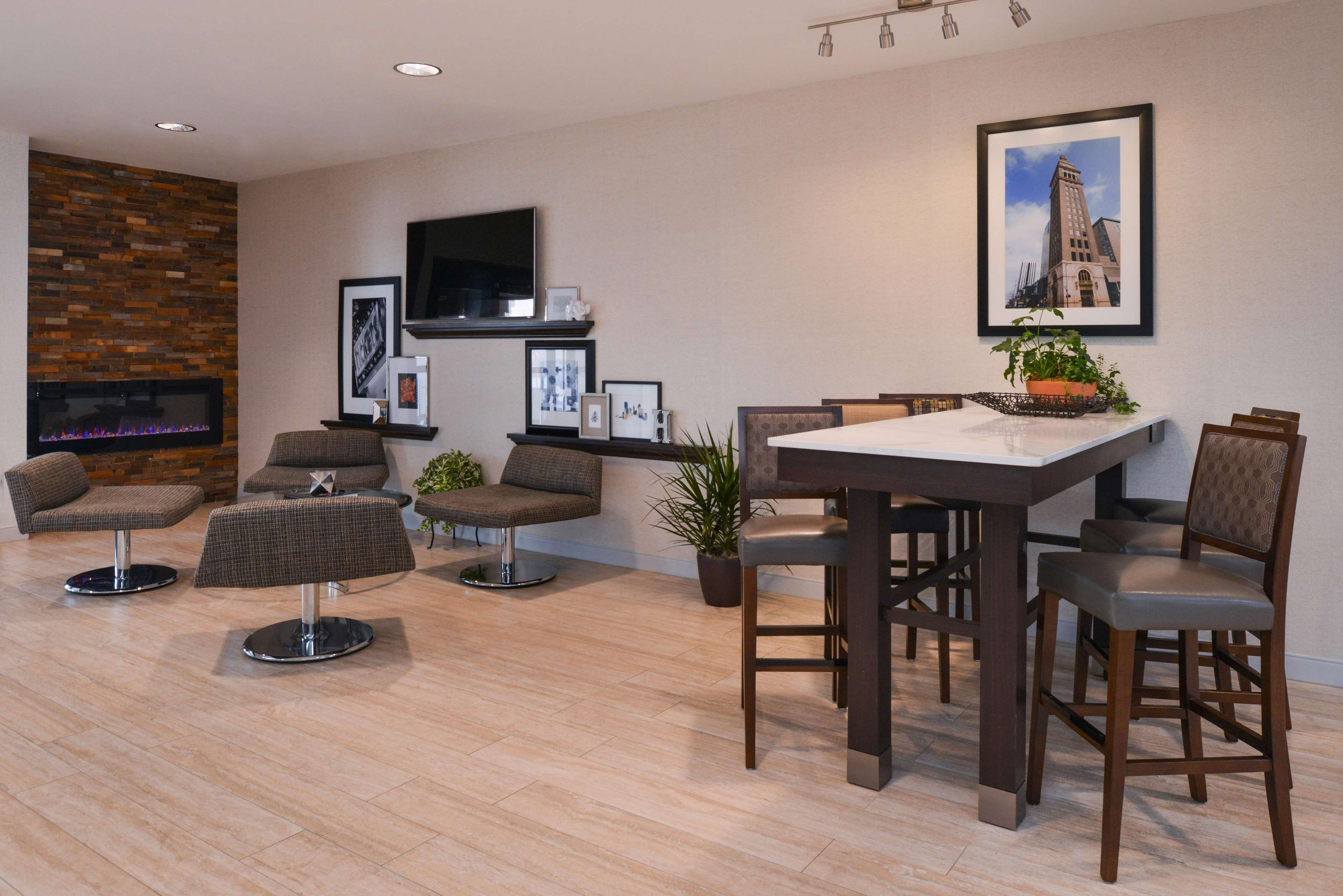 Hampton Inn & Suites Denver-Speer Boulevard image 44