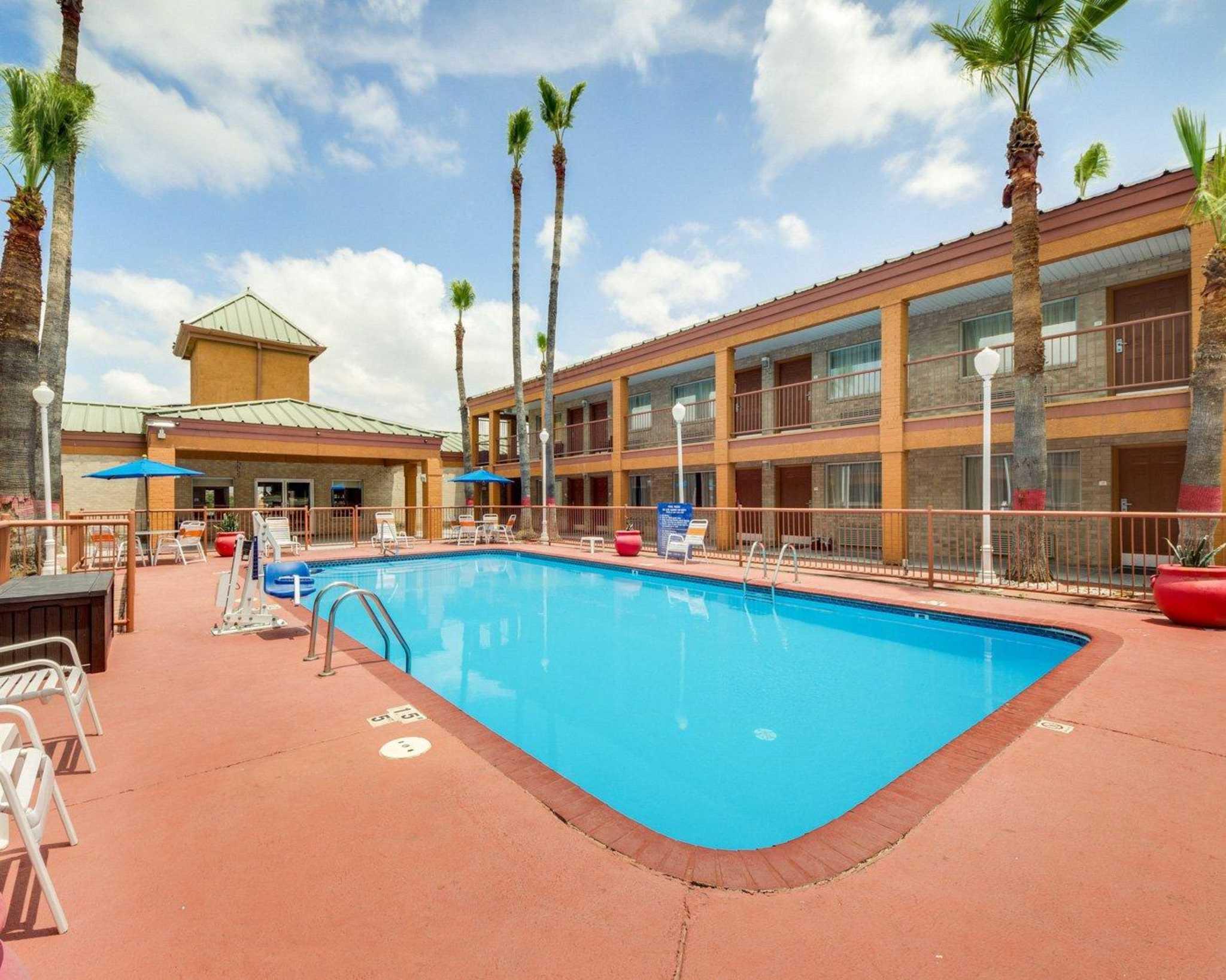 Quality Inn & Suites Eagle Pass image 9