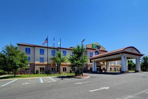 Holiday Inn Express & Suites Inverness-Lecanto image 0