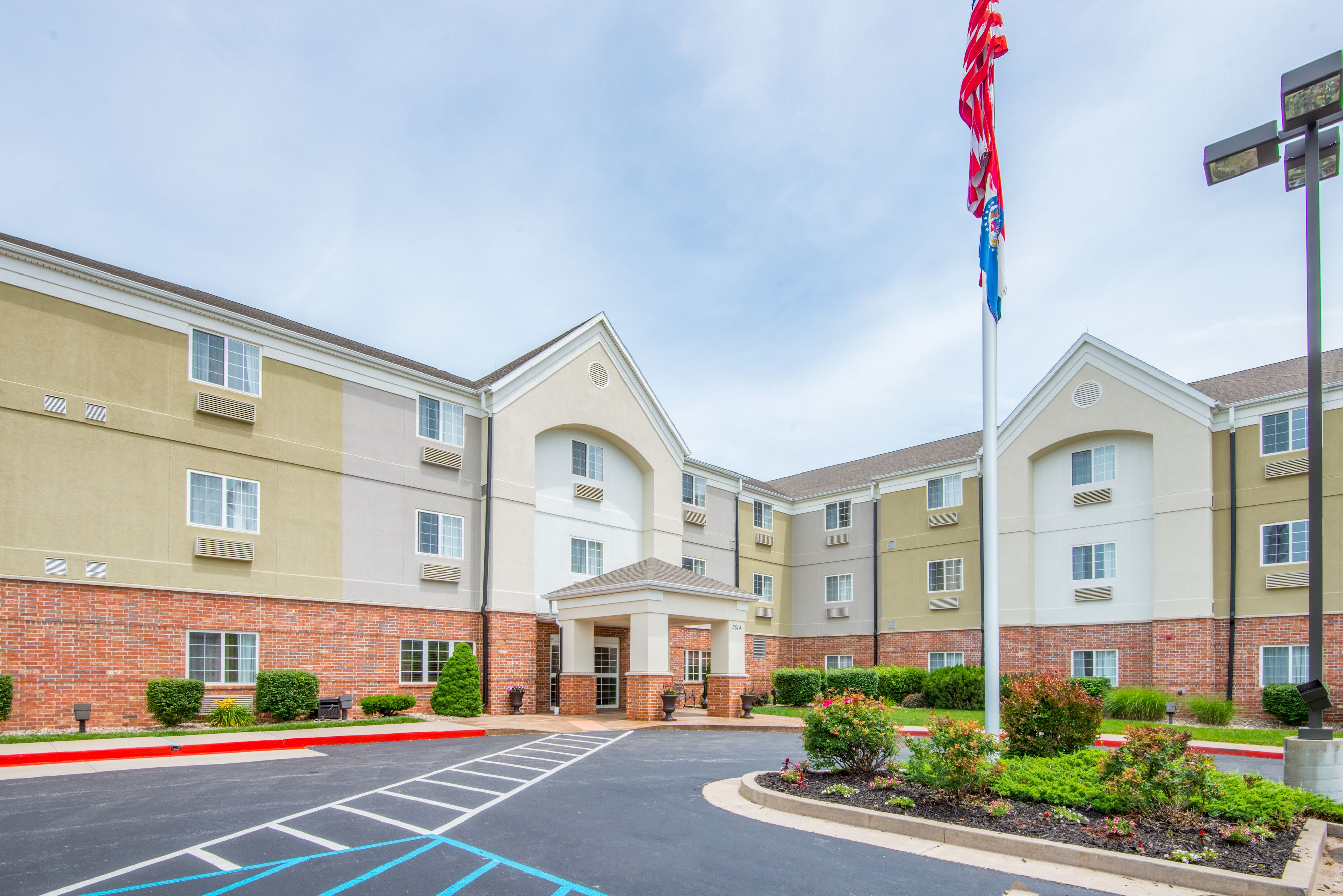Candlewood Suites Indianapolis East image 3