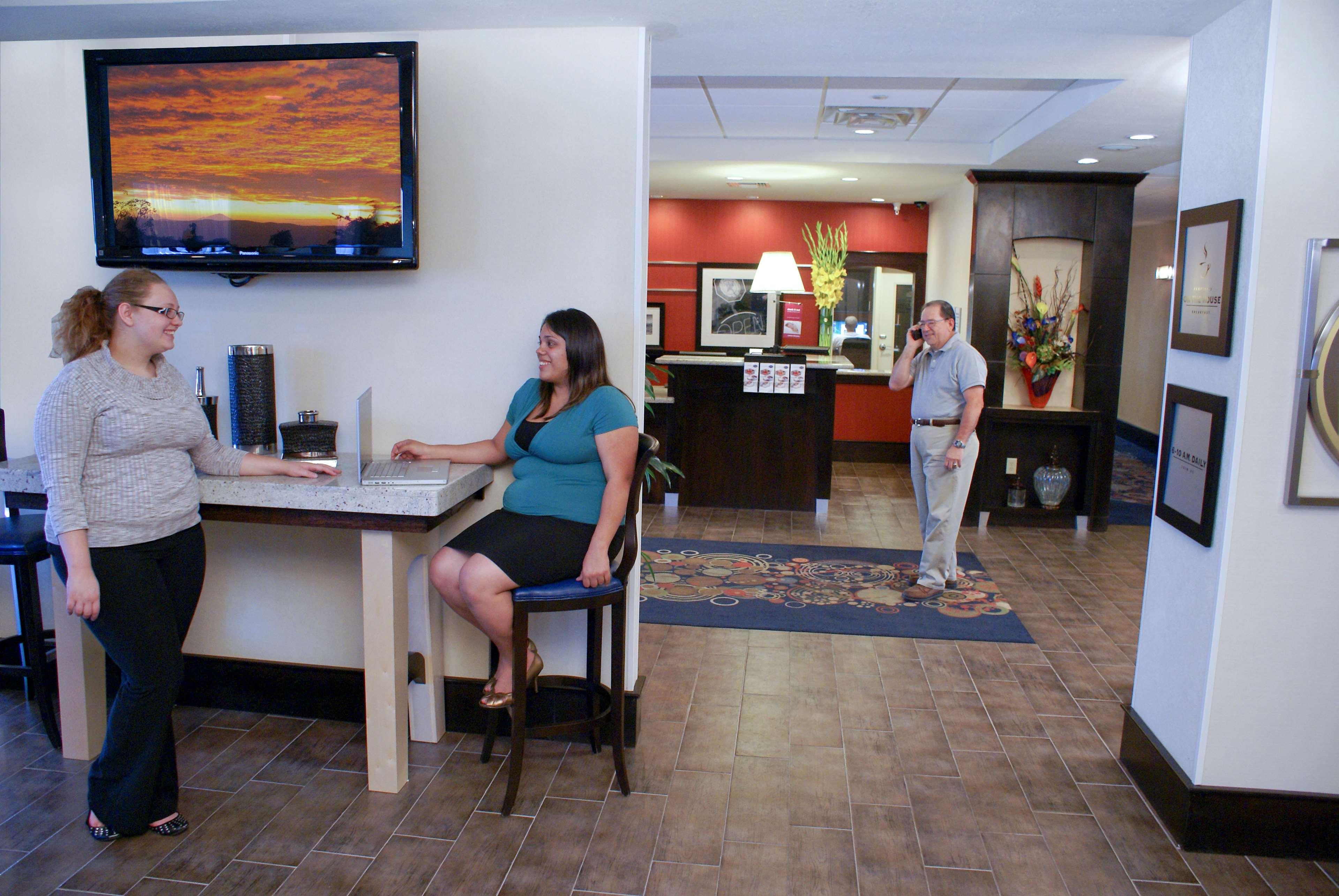 Hampton Inn Orange image 9