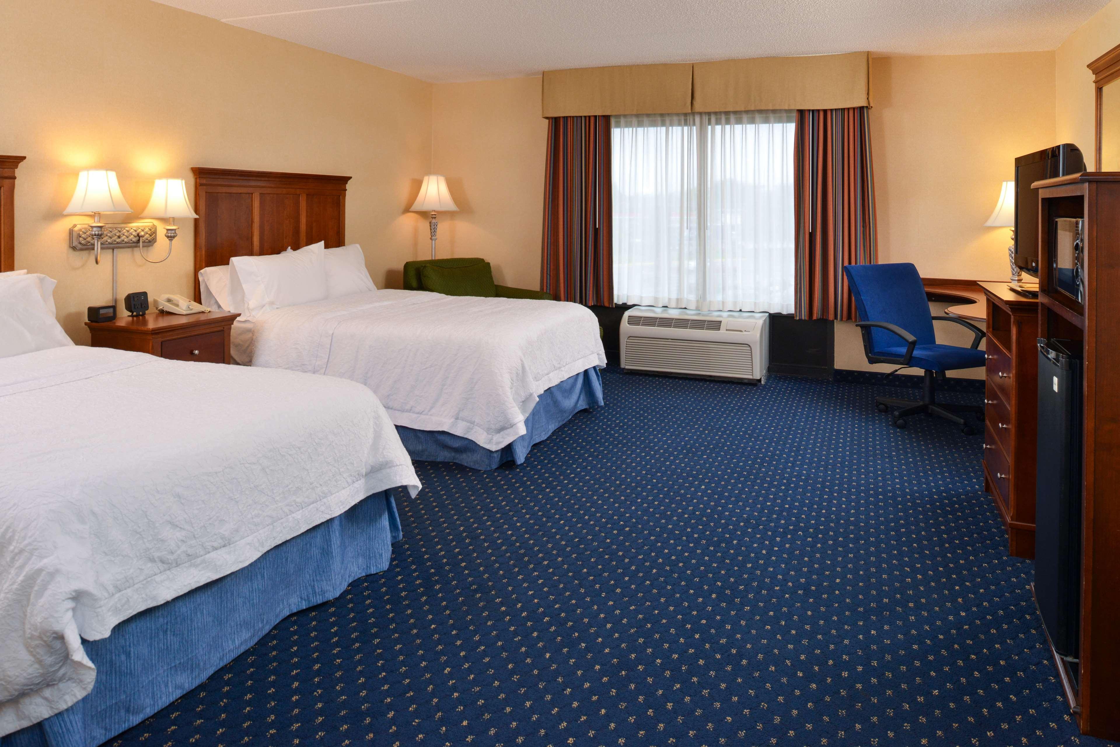 Hampton Inn & Suites Fredericksburg South image 41