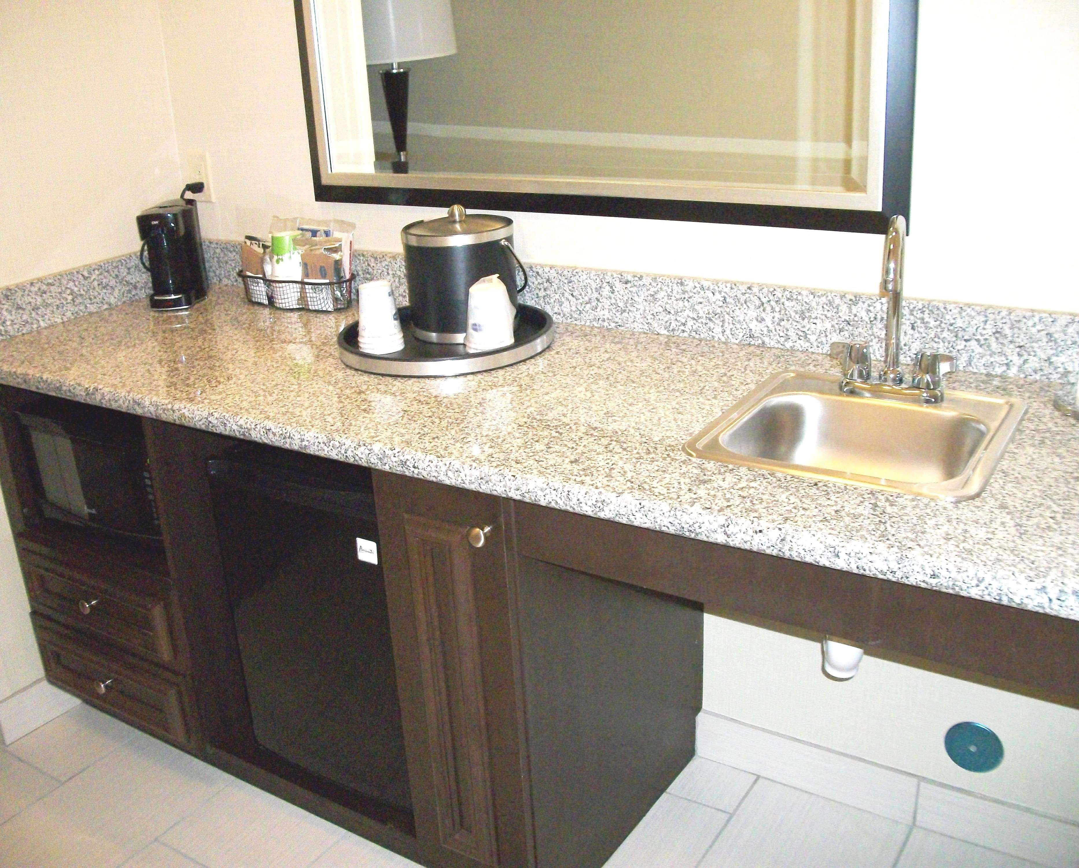 Hampton Inn & Suites Manteca image 15