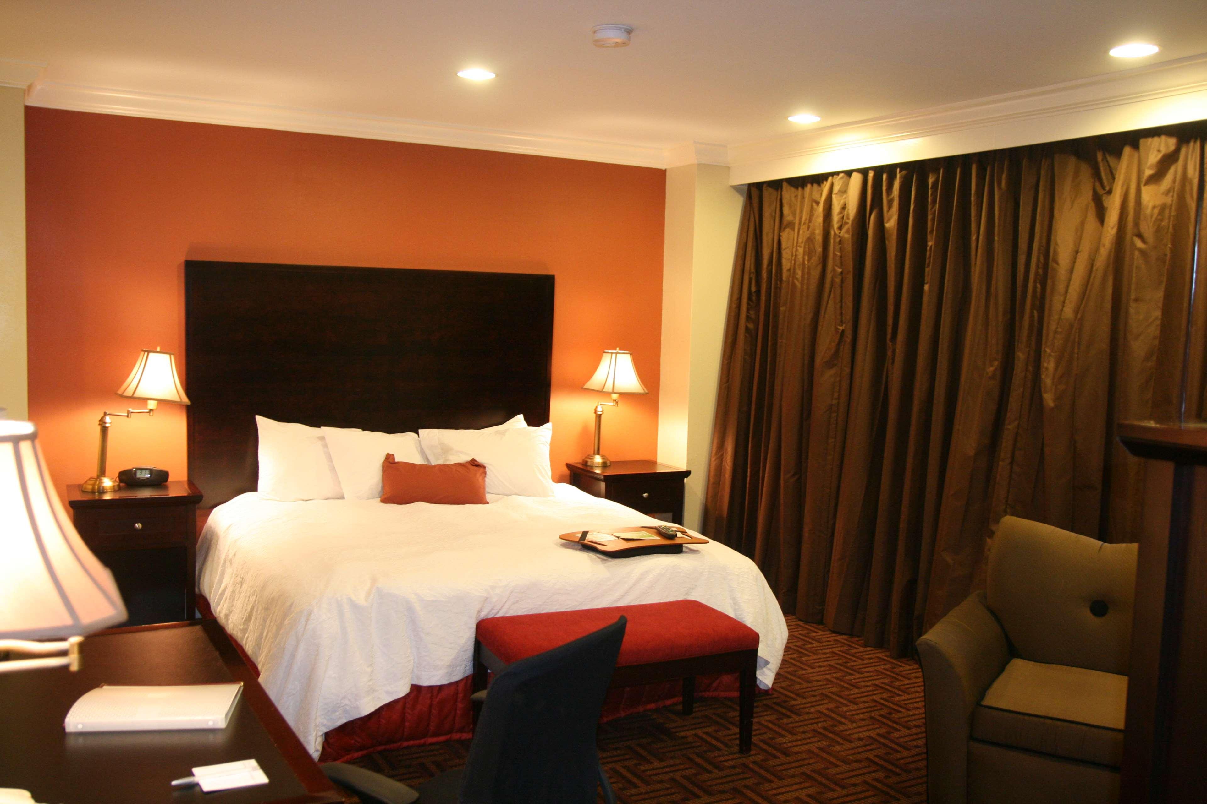 Hampton Inn & Suites Stamford image 18