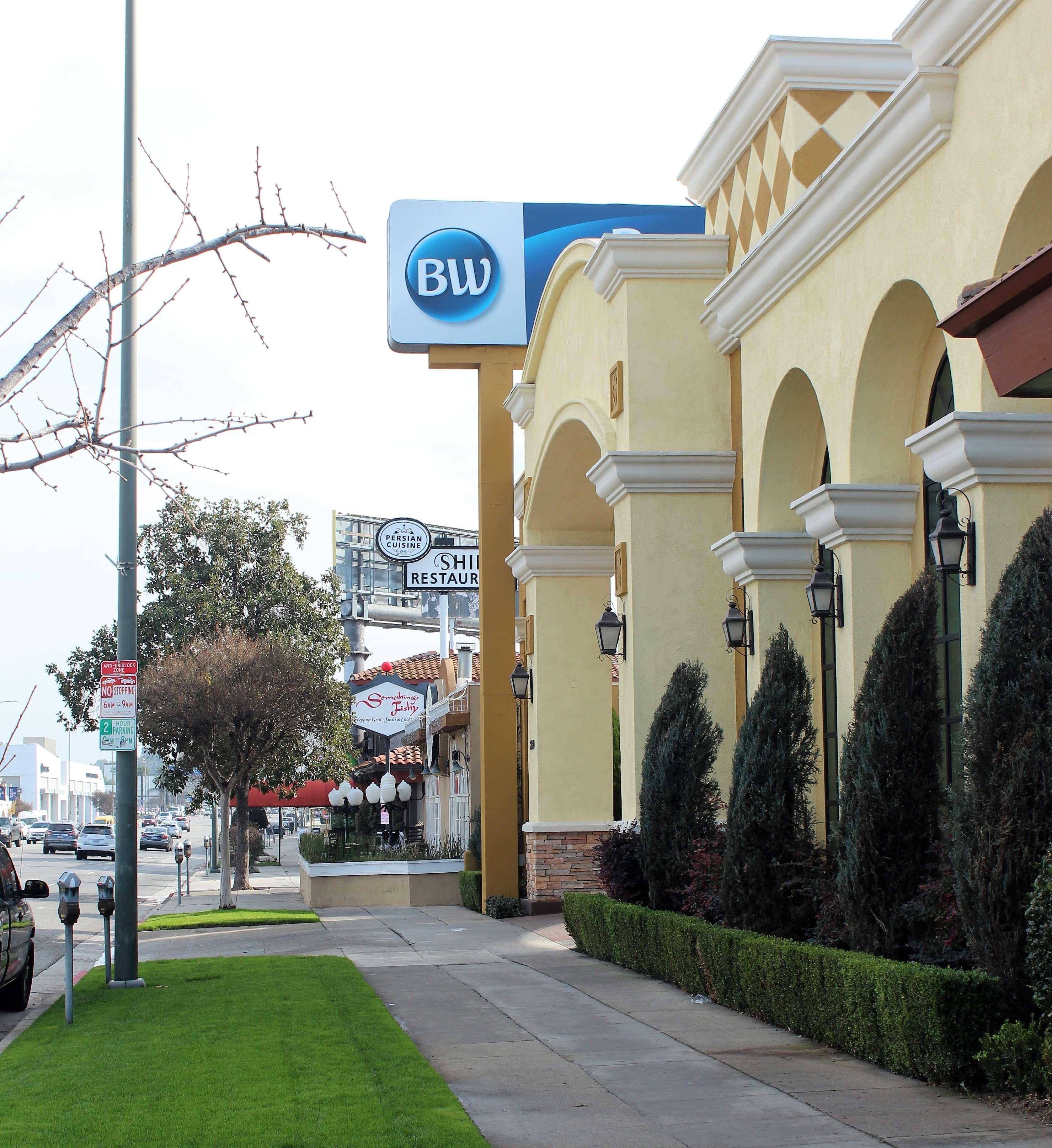 Exterior Ventura Boulevard