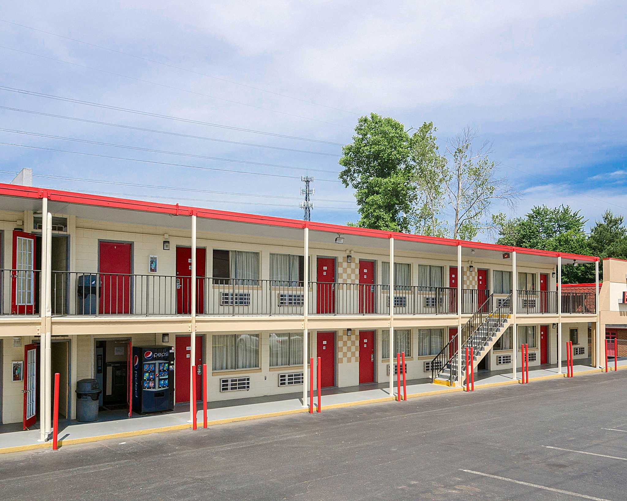 Econo Lodge North image 3