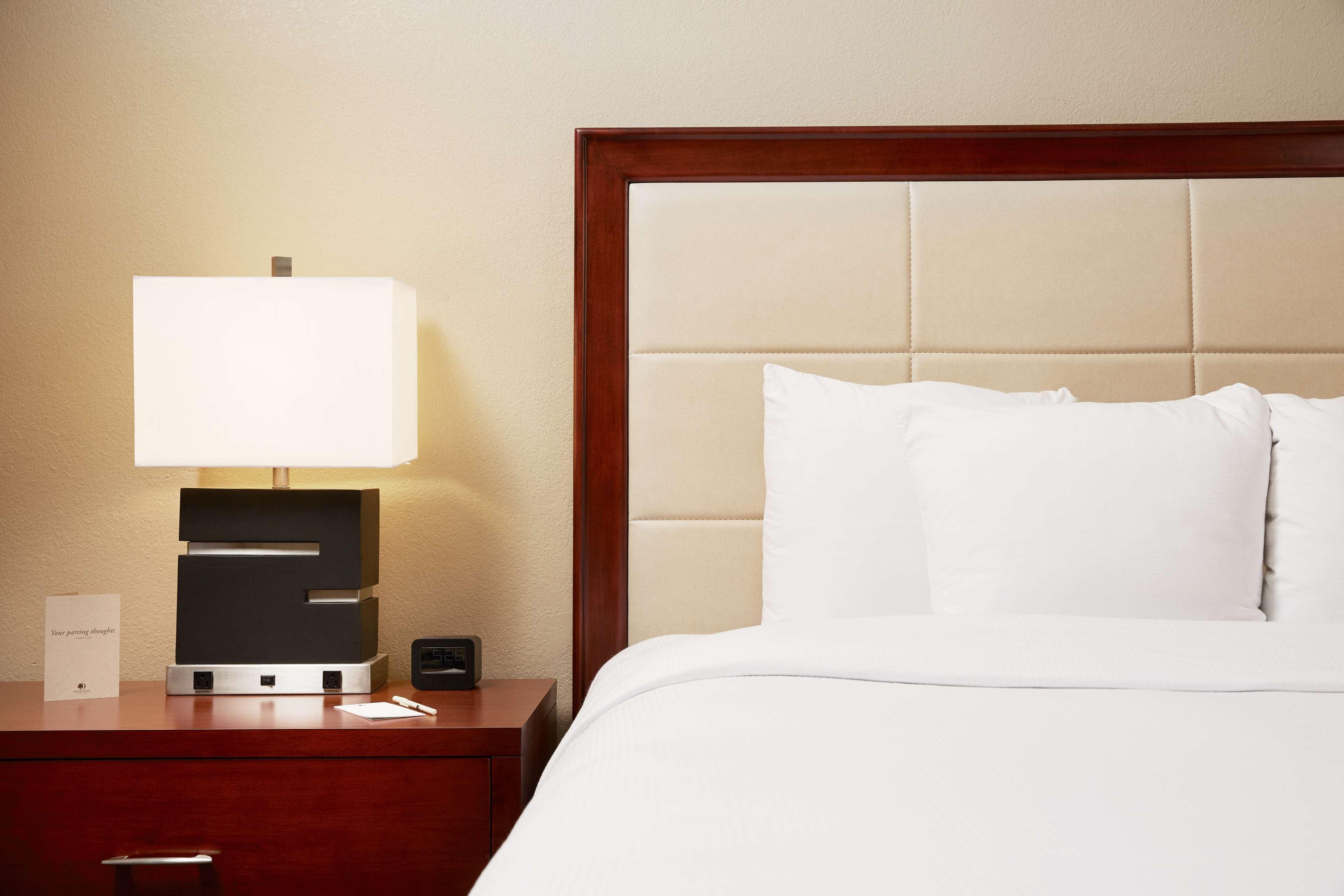 DoubleTree Suites by Hilton Hotel Cincinnati - Blue Ash image 16