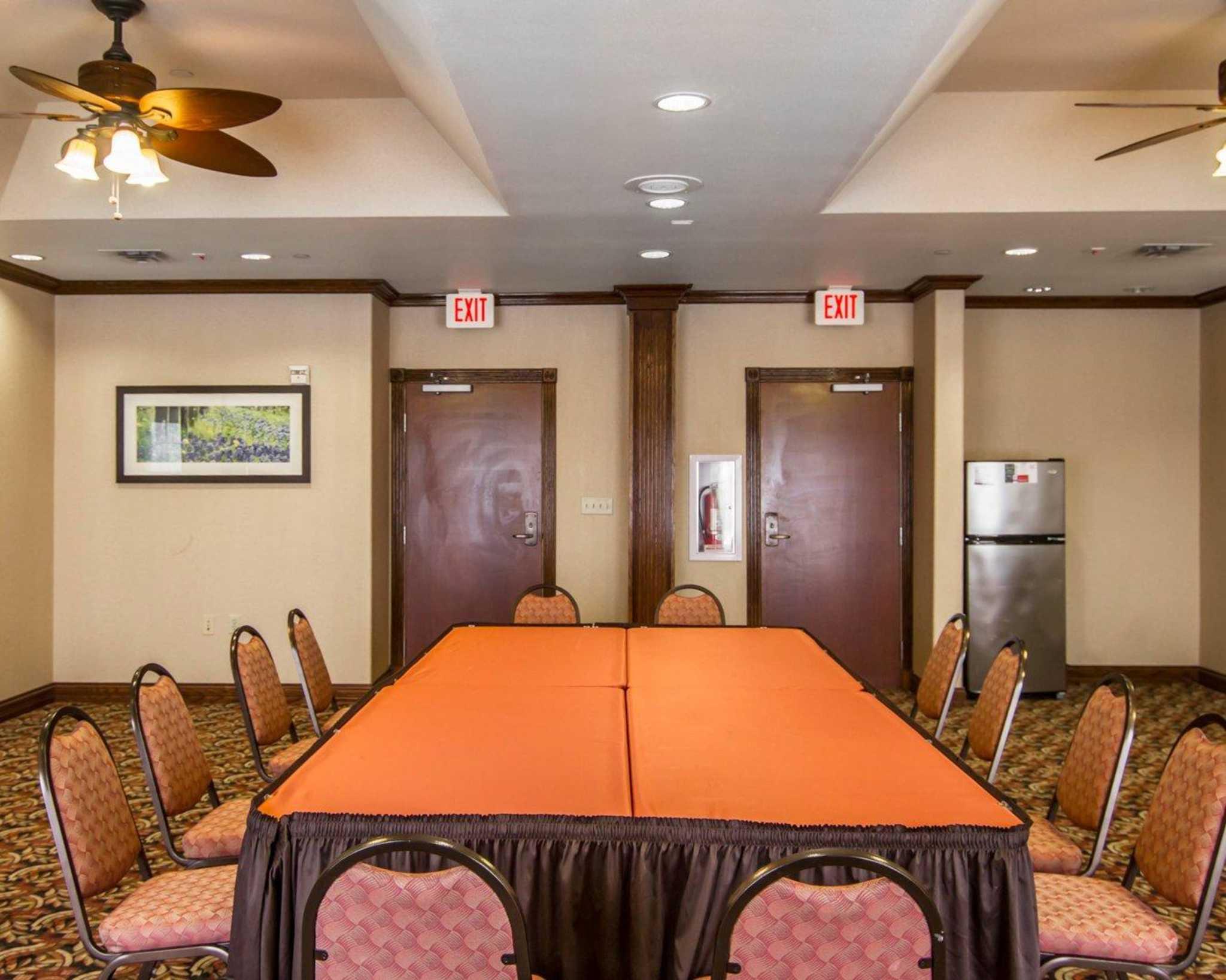 Comfort Suites Marshall image 15