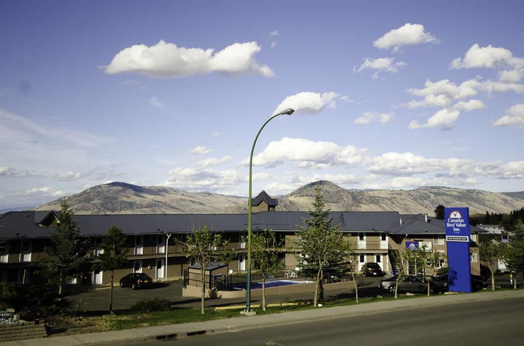 Canadas Best Value Inn in Kamloops: Front Exterior