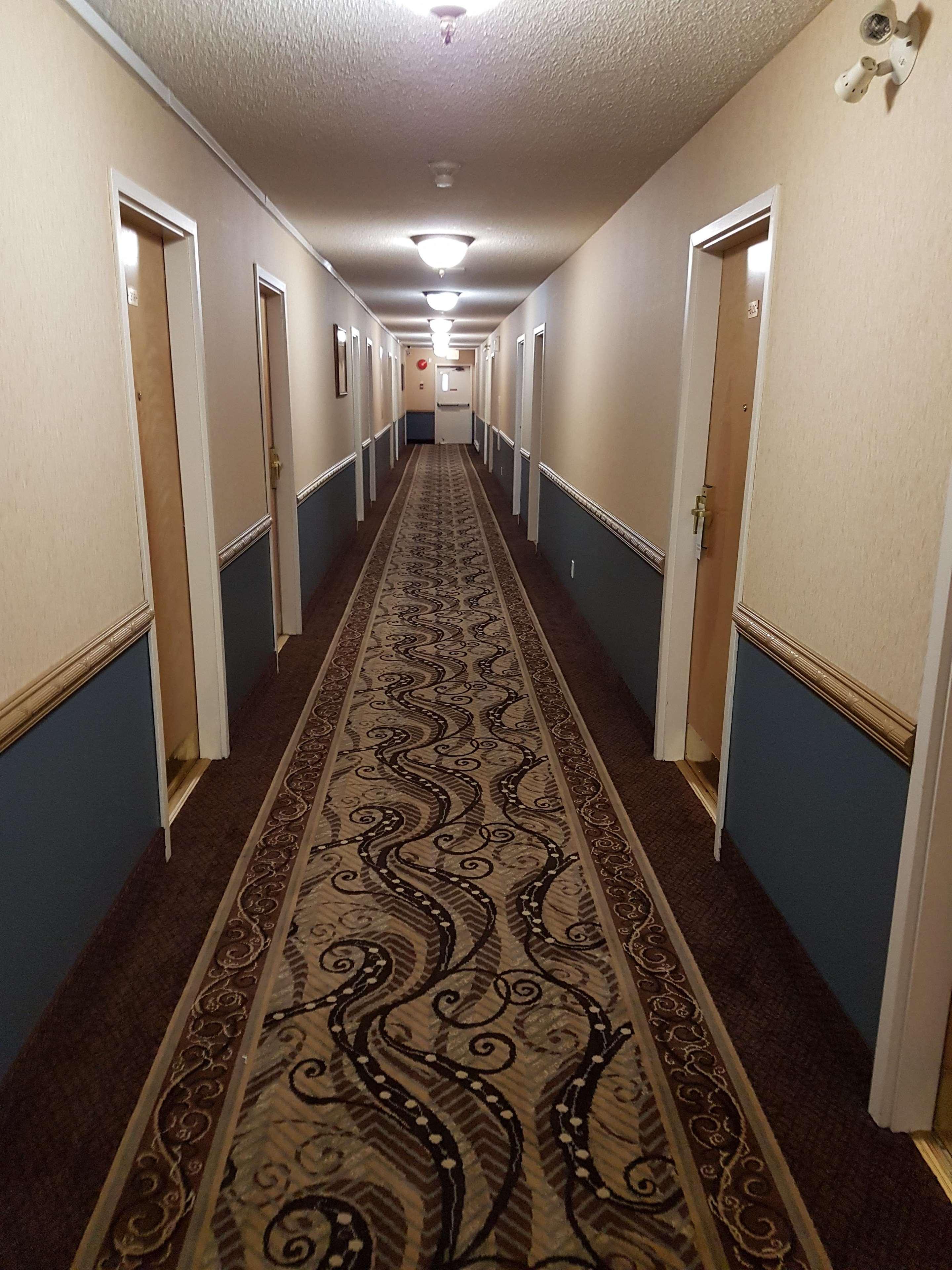SureStay Plus Hotel by Best Western Coquitlam in Coquitlam: Interior Corridors