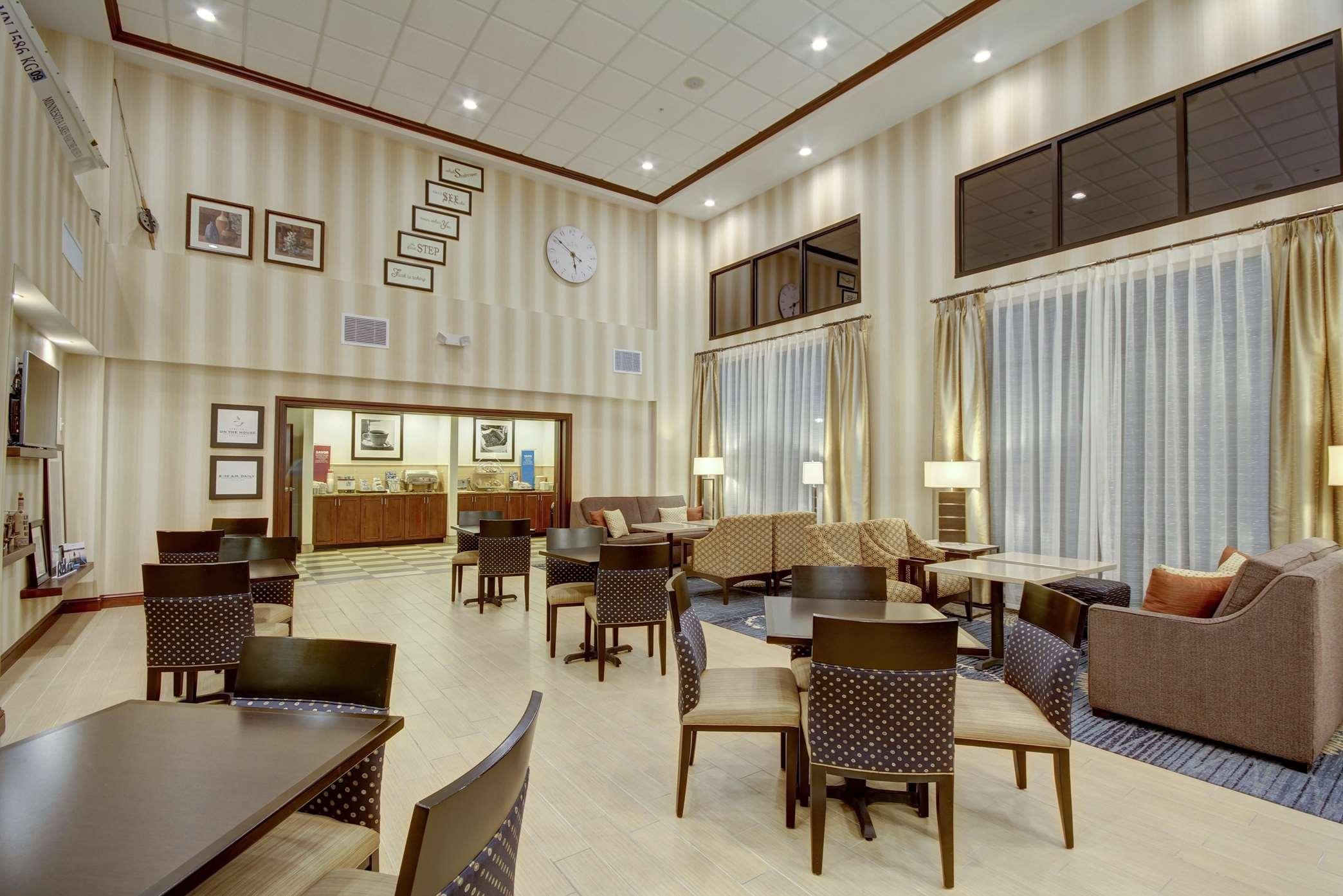 Hampton Inn & Suites Alexandria image 43