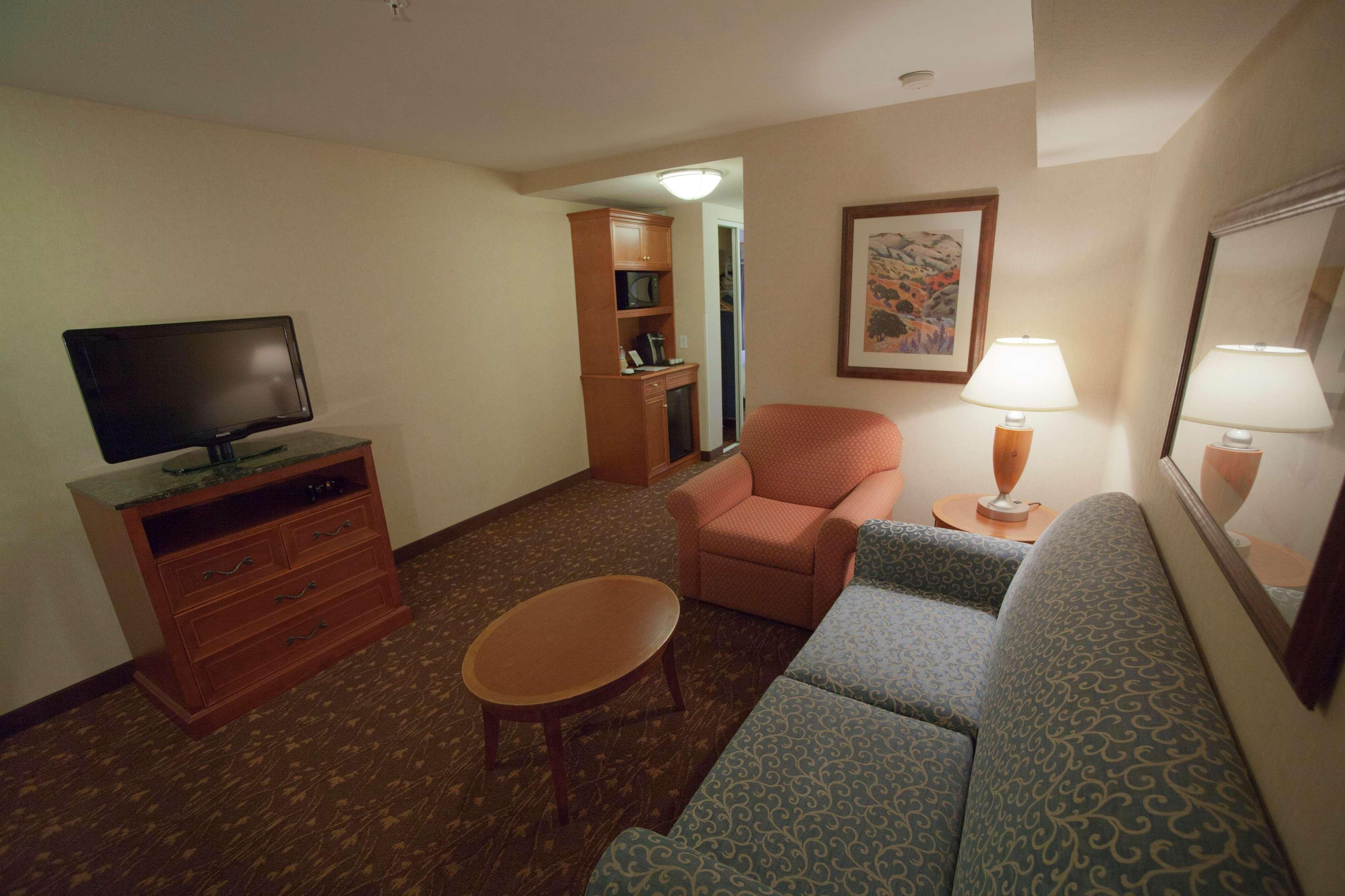 Hilton Garden Inn Albuquerque/Journal Center 5320 San Antonio Drive ...