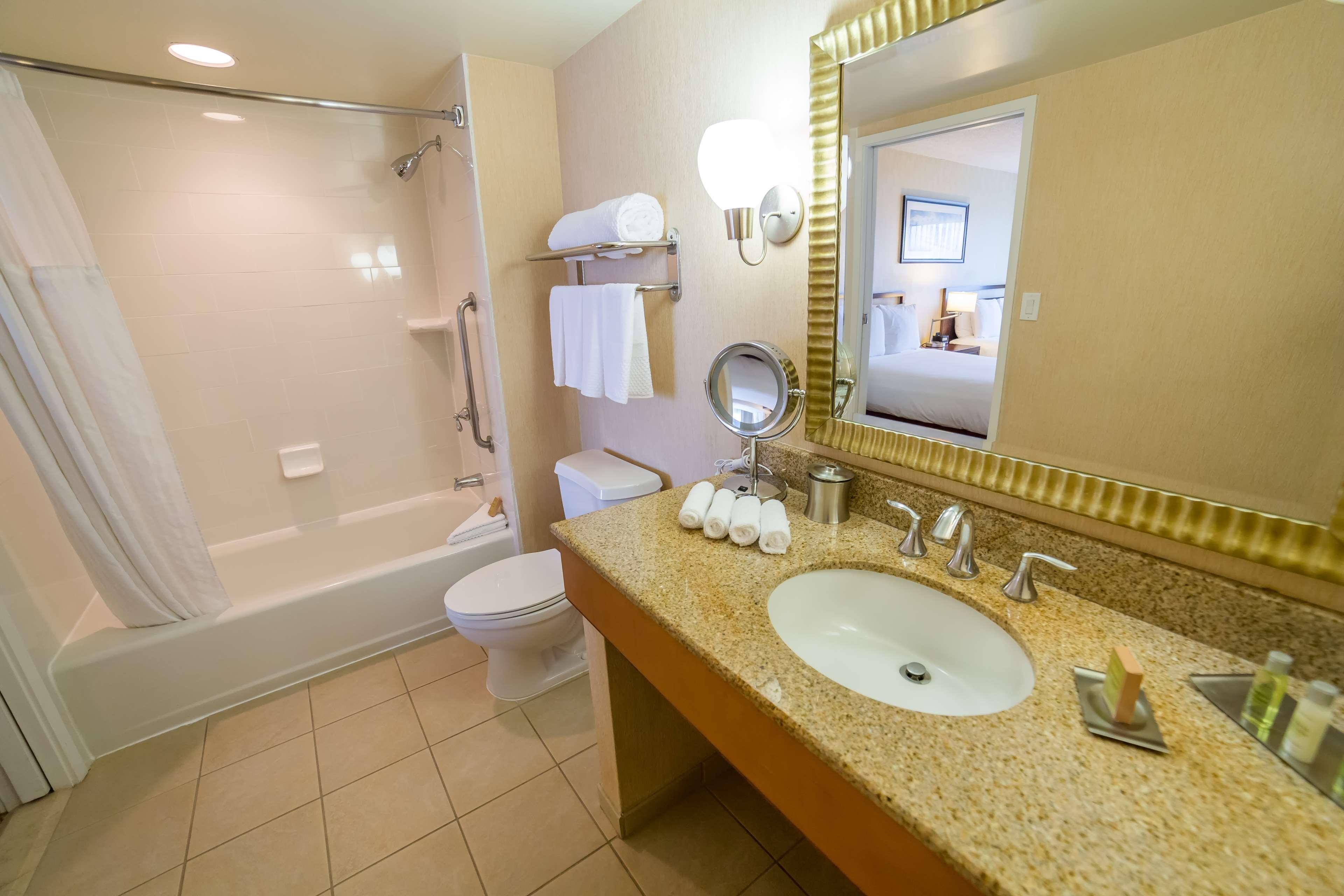 DoubleTree Suites by Hilton Hotel Santa Monica image 7