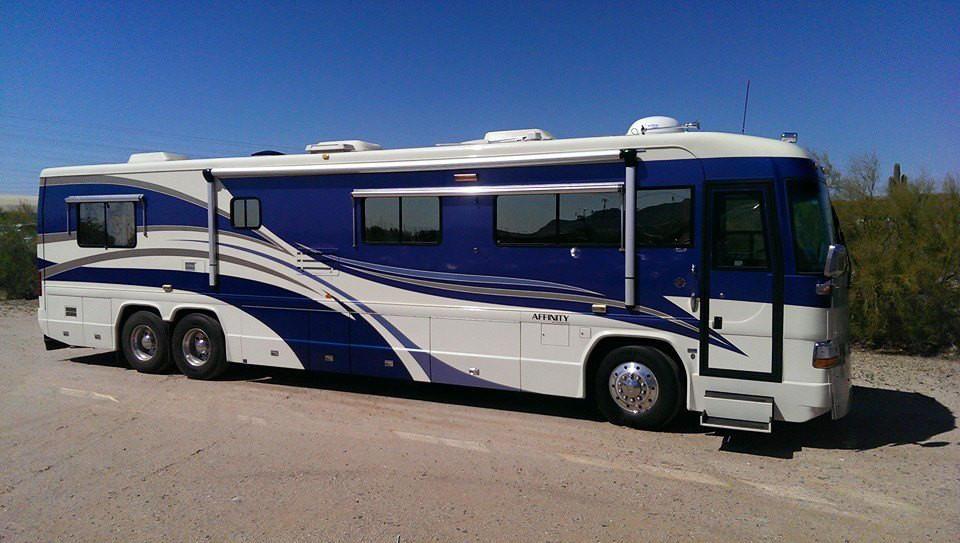 Olstrom Custom Coach image 2