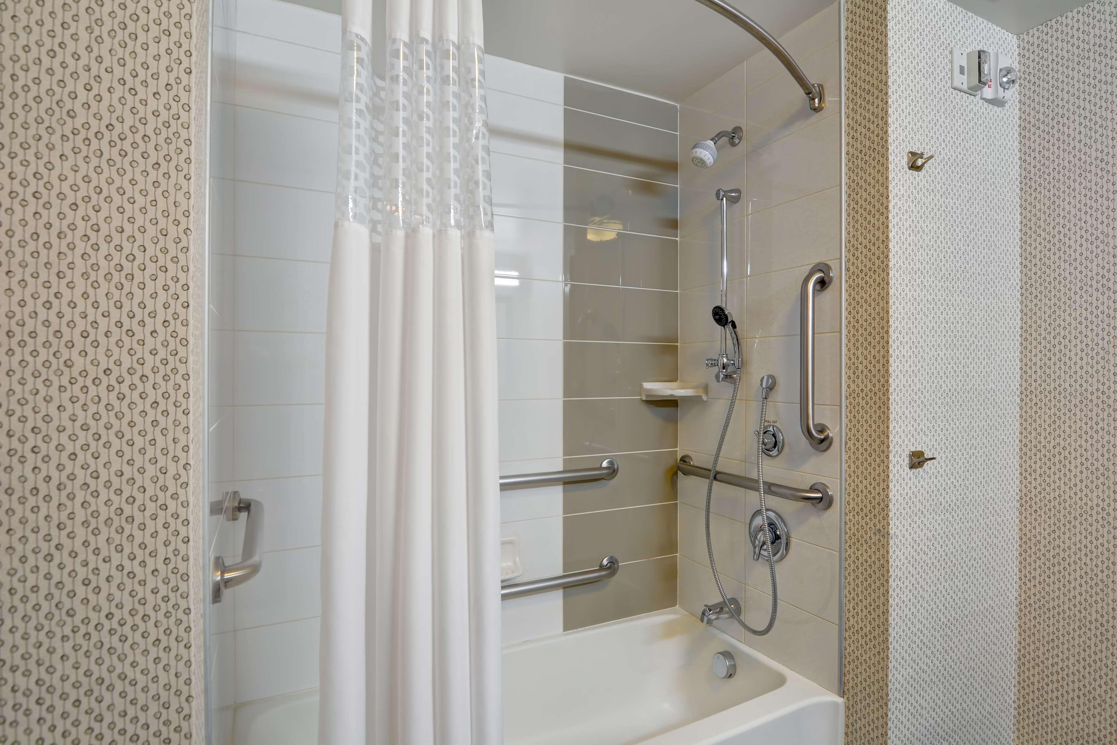Hampton Inn & Suites Raleigh/Crabtree Valley image 21