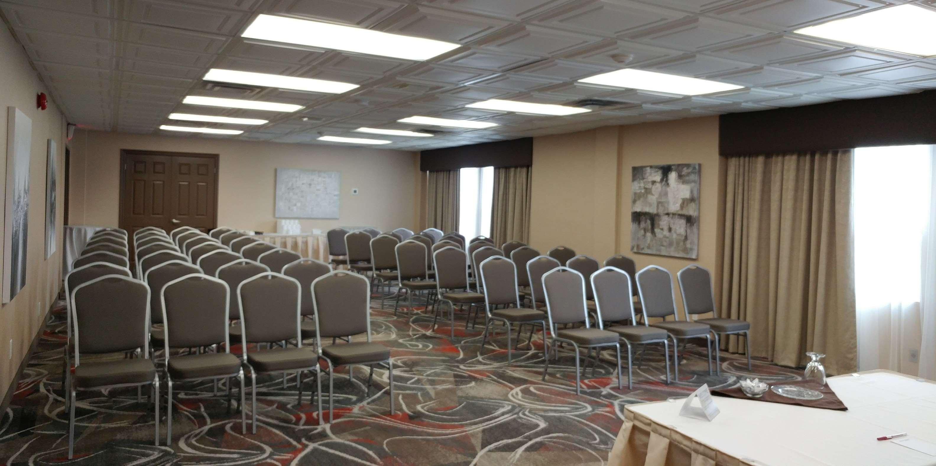 Best Western Plus Rose City Suites in Welland: Rose Room Meeting Room
