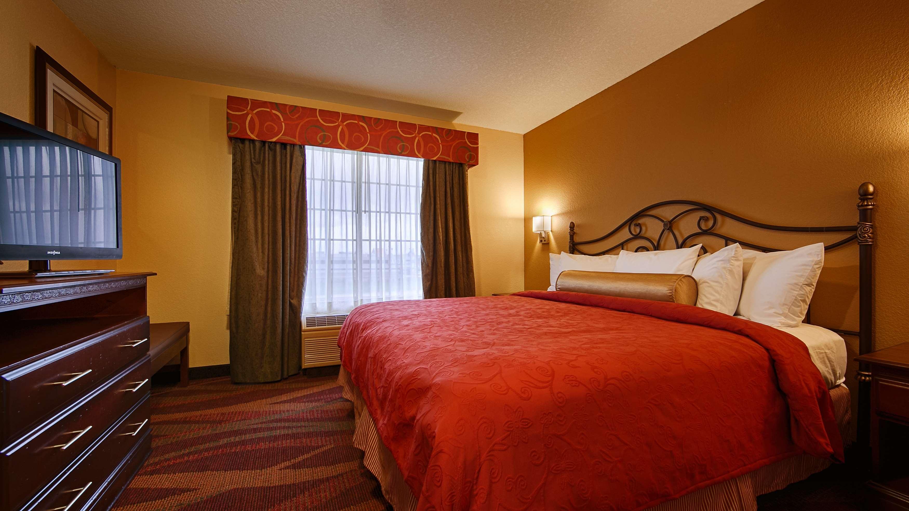 Best Western Plus Fort Wayne Inn & Suites North image 21