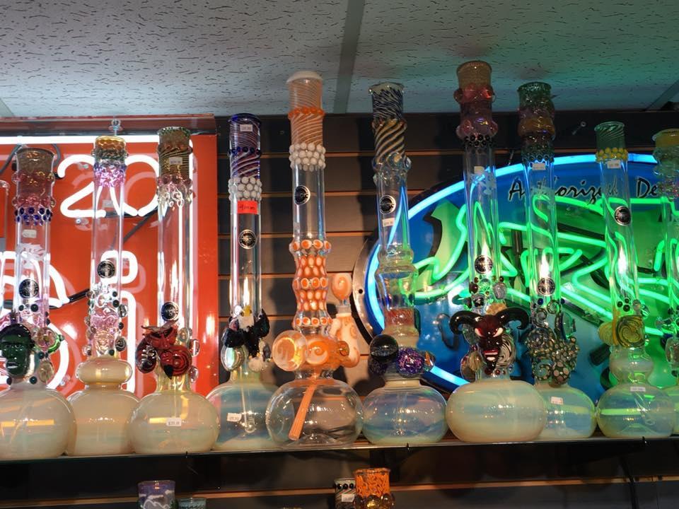Outer Limits Smoke Shop image 7