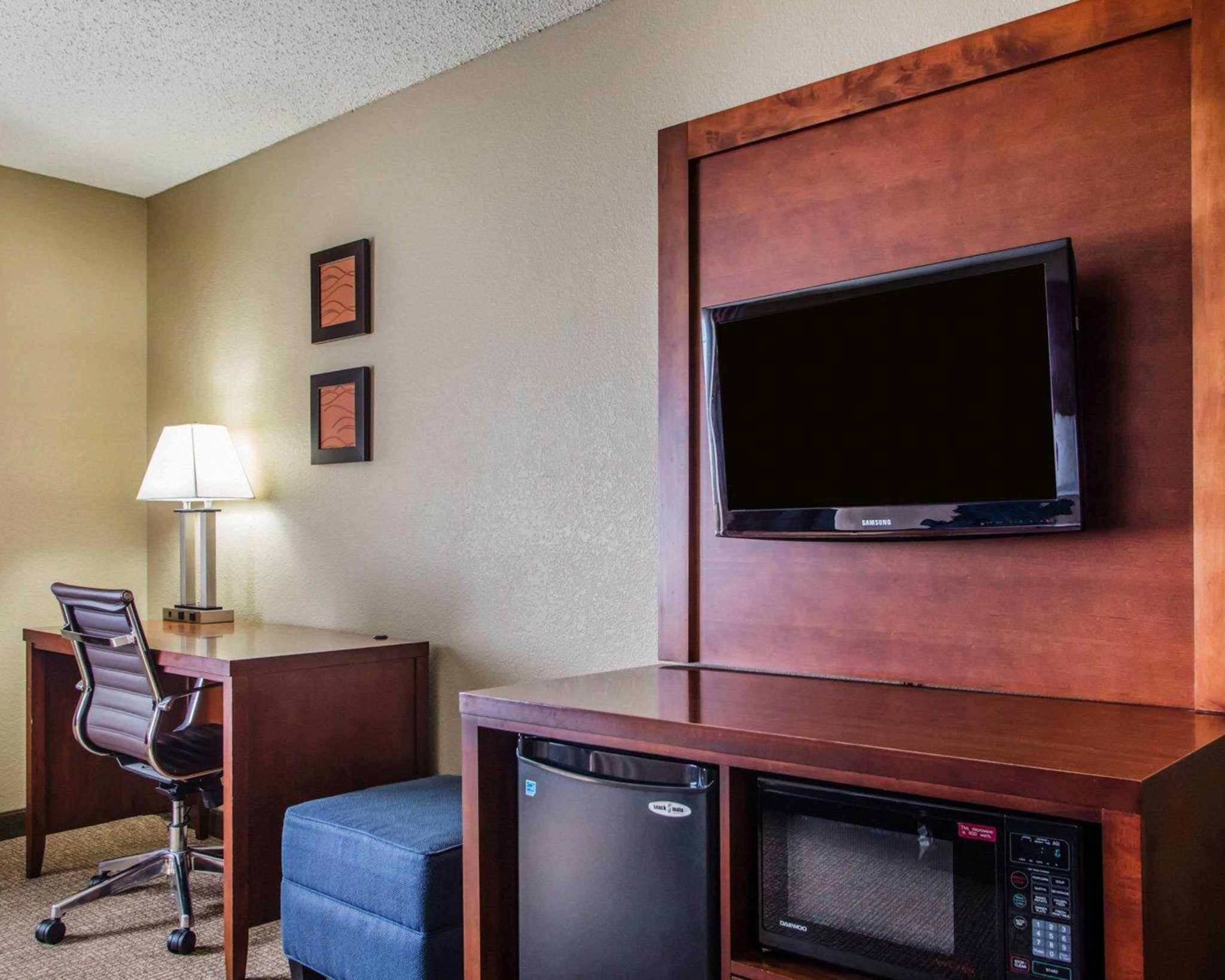 Comfort Inn & Suites Jackson - West Bend image 8