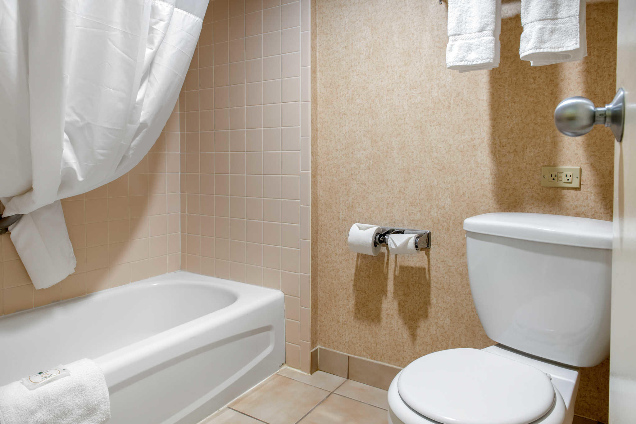 Quality Inn Airport image 19