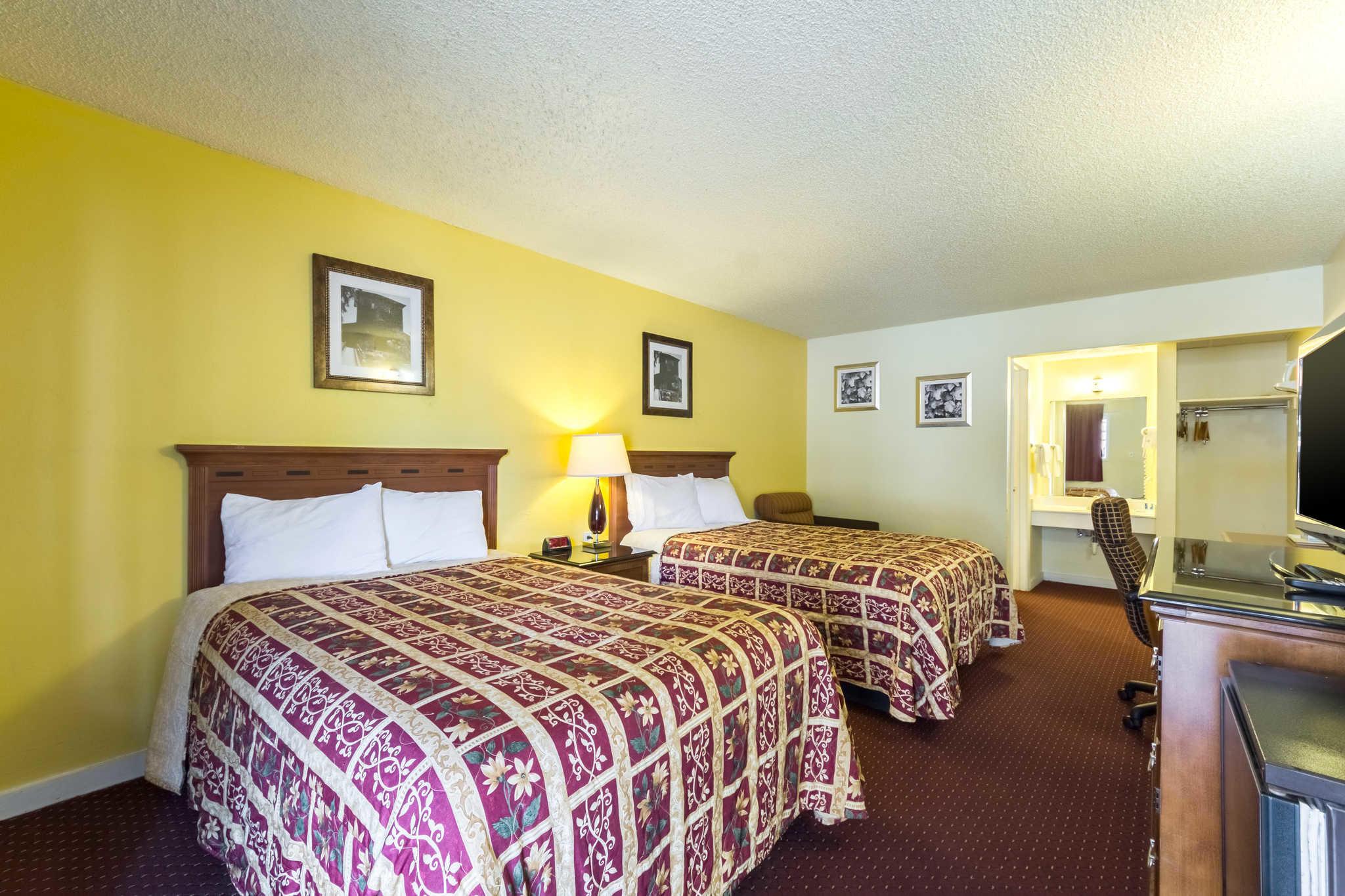 Rodeway Inn at Six Flags image 9