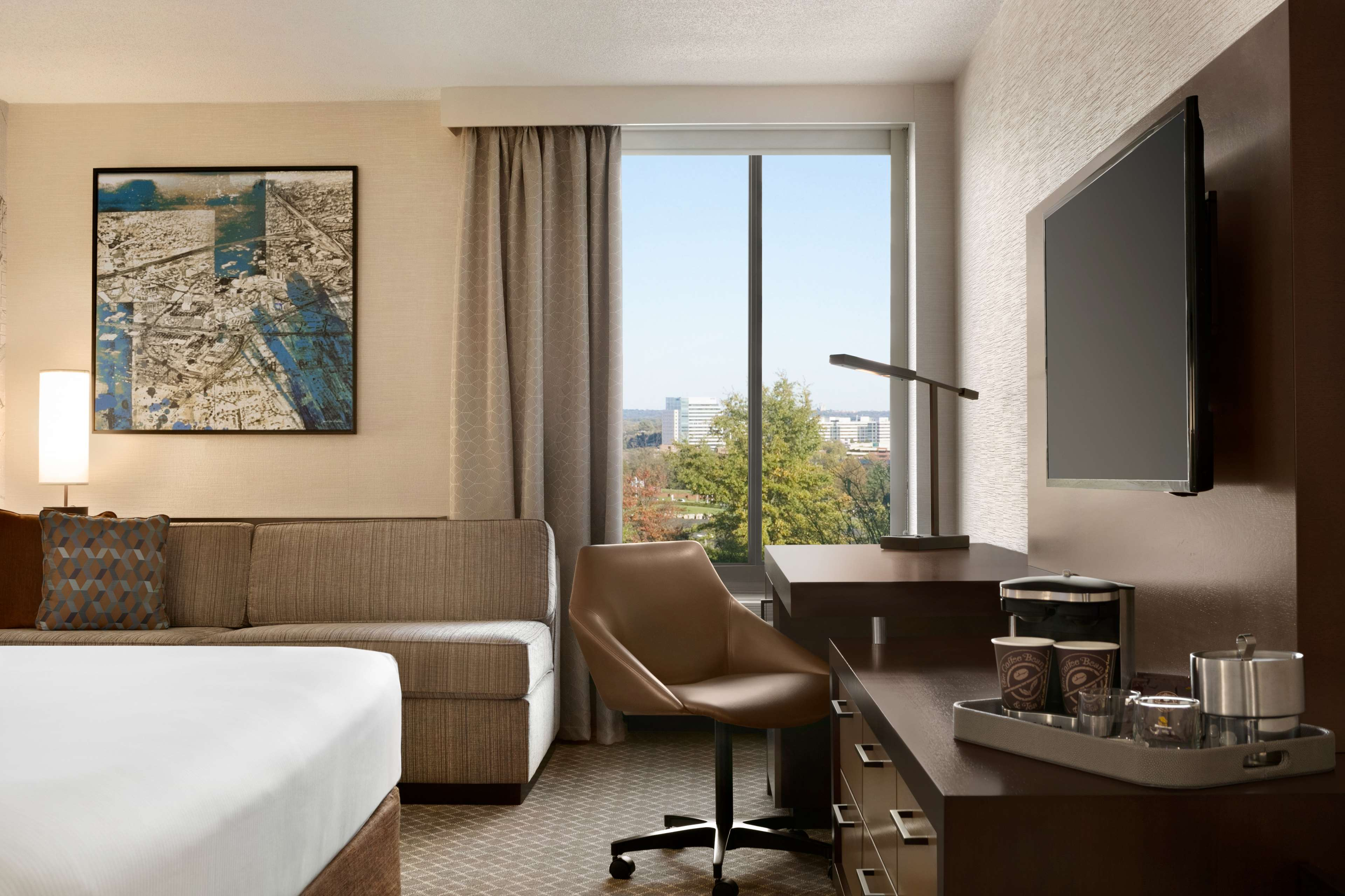 DoubleTree by Hilton McLean Tysons image 27
