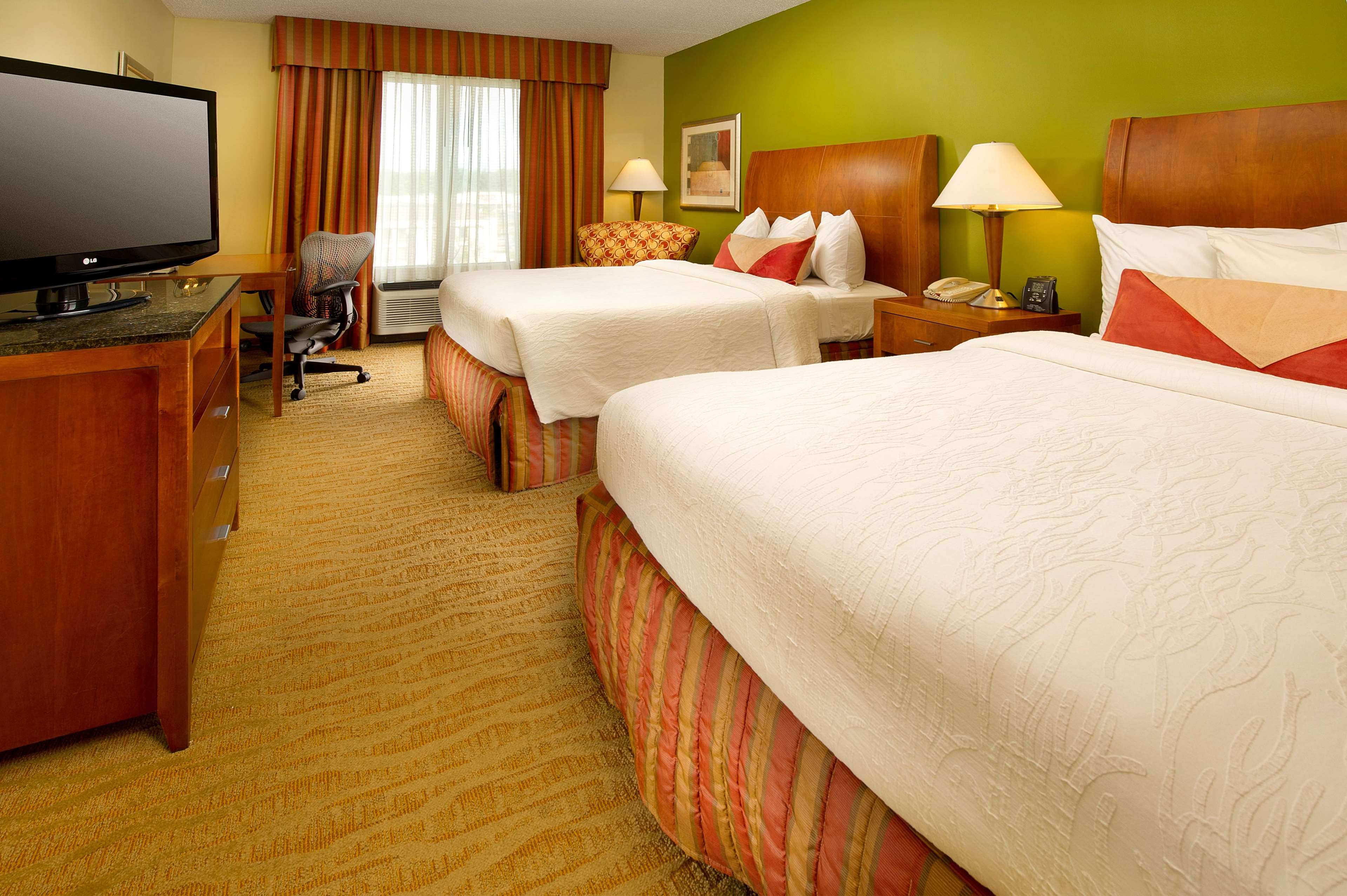 Hilton Garden Inn Atlanta NW/Kennesaw Town Center image 1