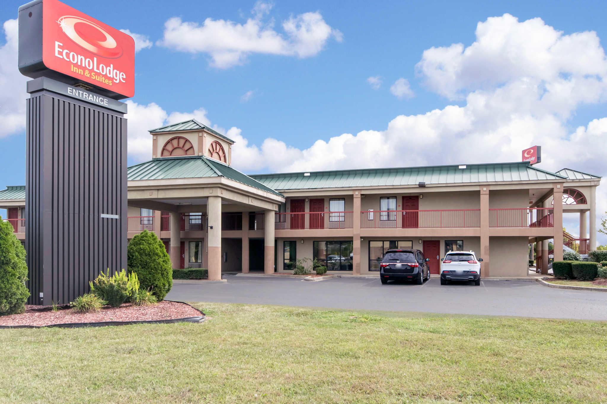 Econo Lodge Inn & Suites I-65 image 0