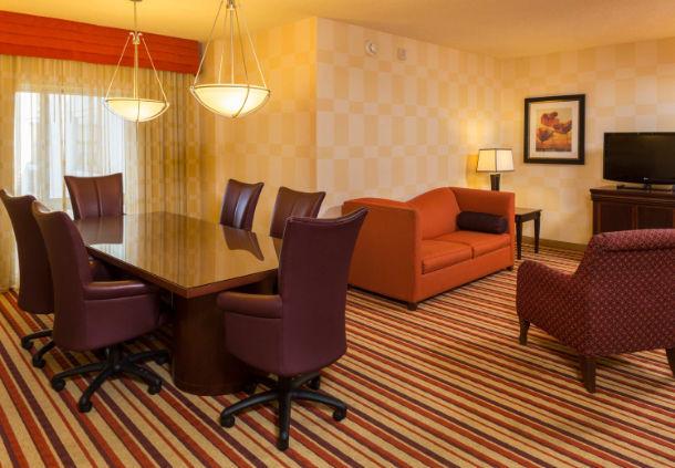 Renaissance Charlotte Suites Hotel image 5