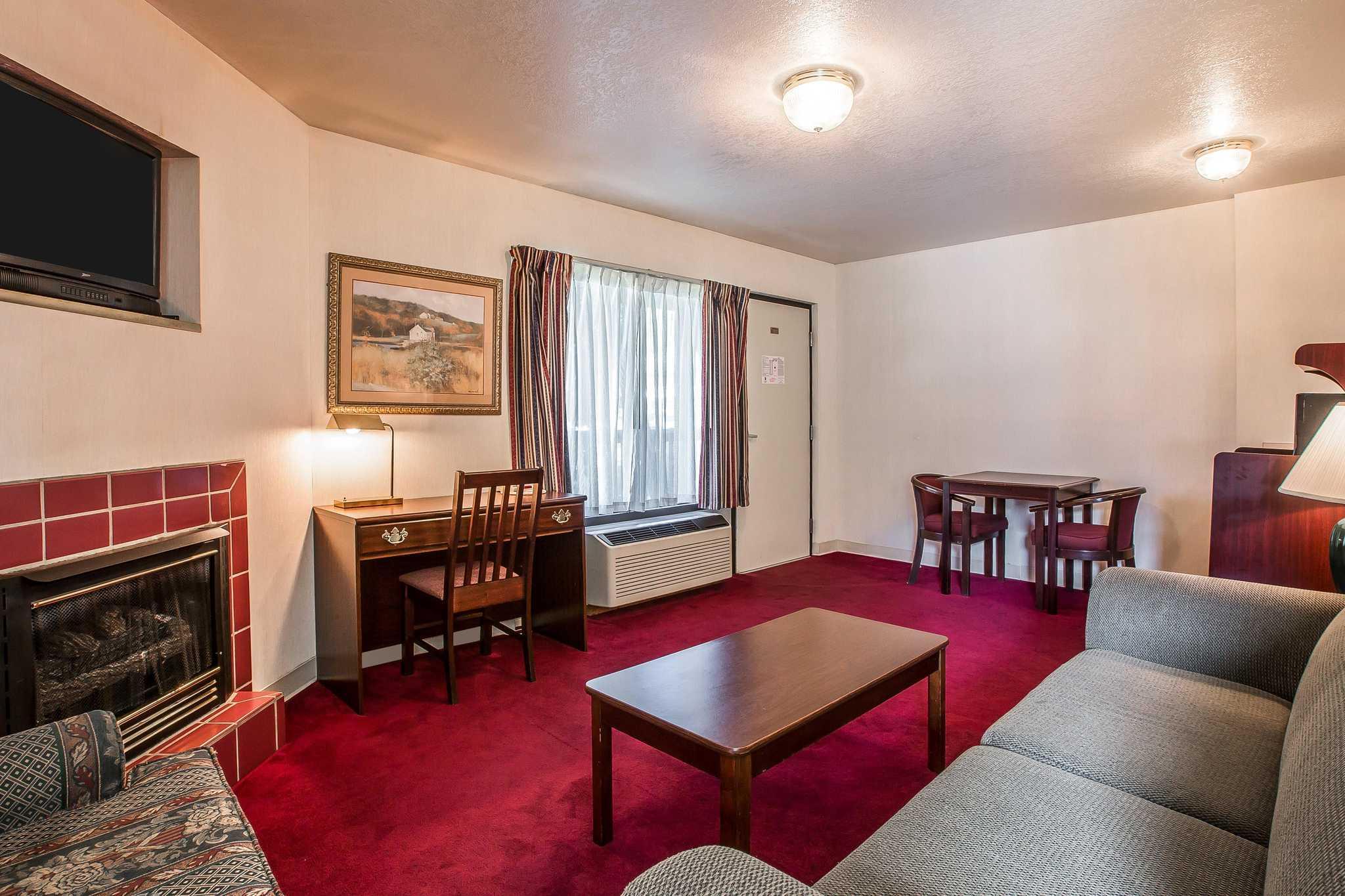 Quality Inn & Suites Mt. Chalet image 20