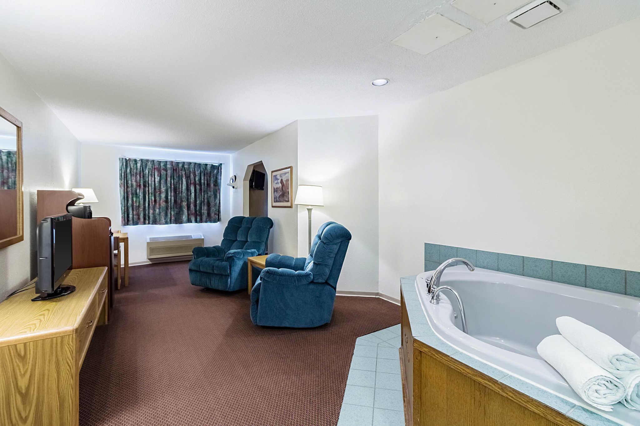 Econo Lodge image 31