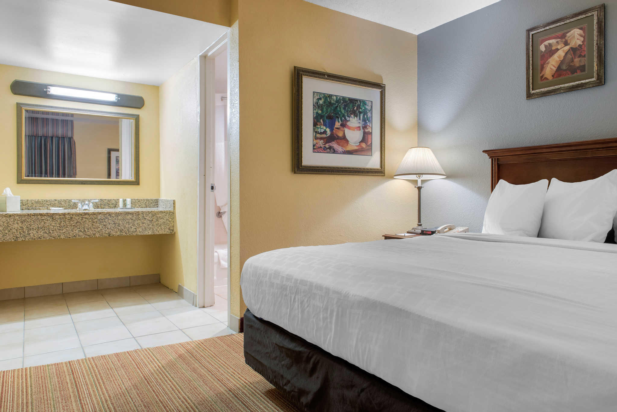 Quality Inn Airport image 18