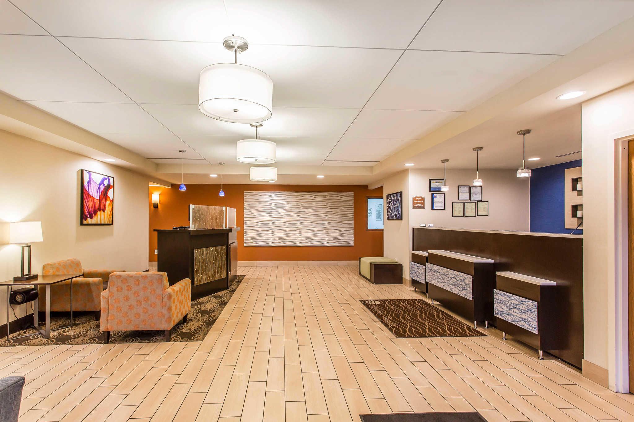 Comfort Inn & Suites image 3