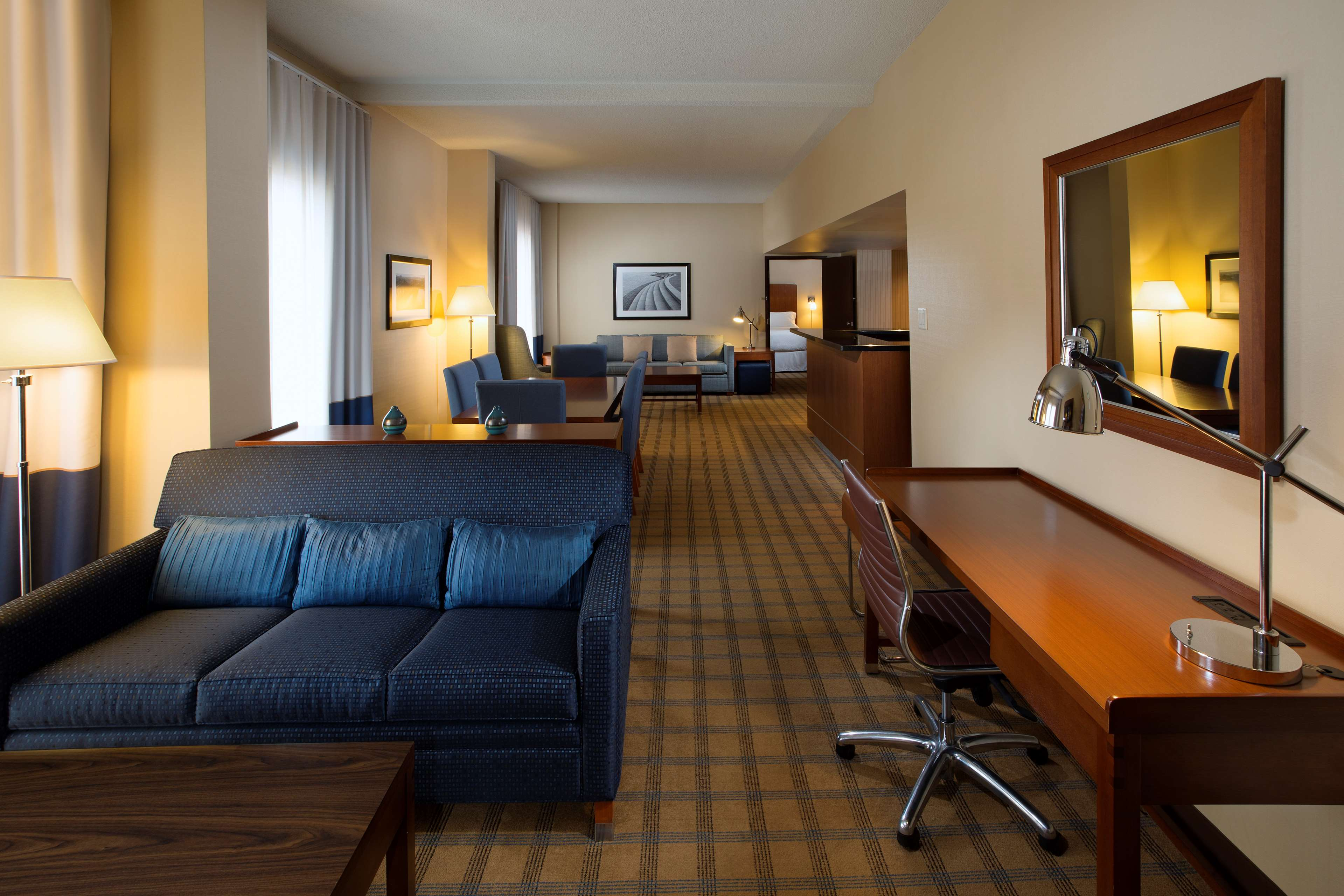 Four Points by Sheraton Hotel & Conference Centre Gatineau-Ottawa à Gatineau: Hospitality suite with connecting guestroom